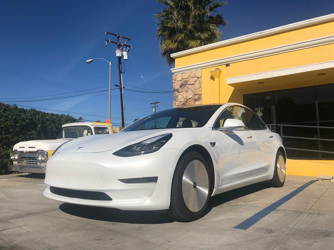 Tesla Model 3 with aerodynamic wheels (4)