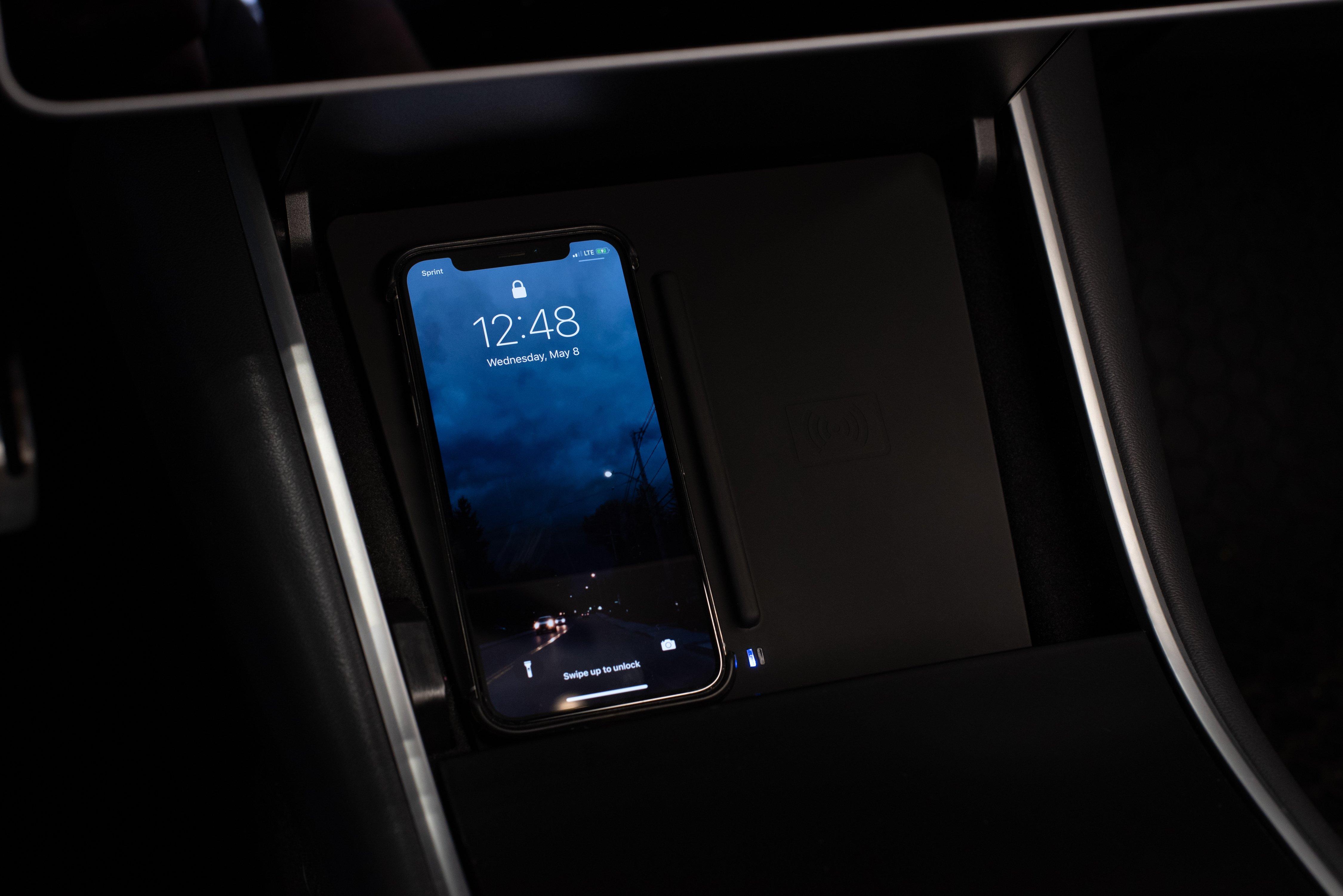 Tesla_wireless_charging_Model-3_0005
