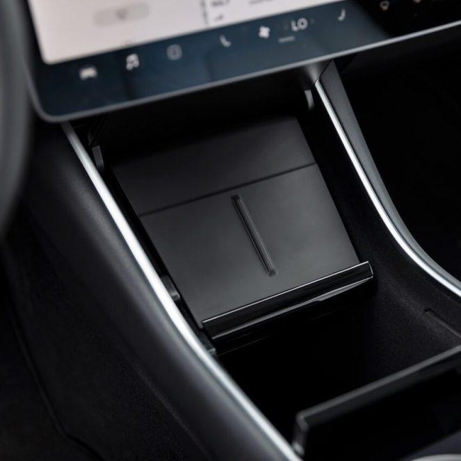 Tesla_wireless_charging_Model-3_0007