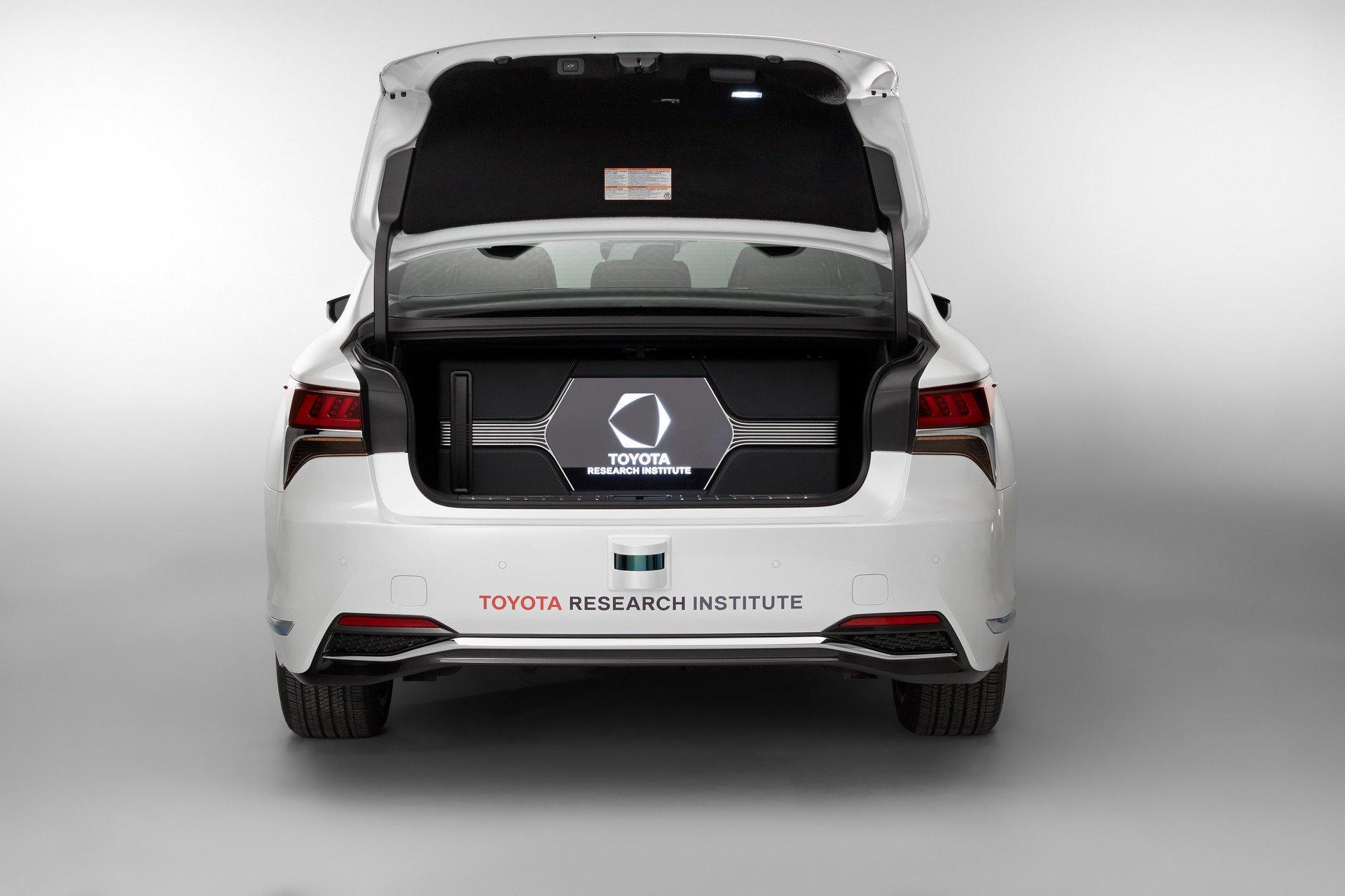 Toyota CES Lexus LS500h TRI-P4 autonomous (7)