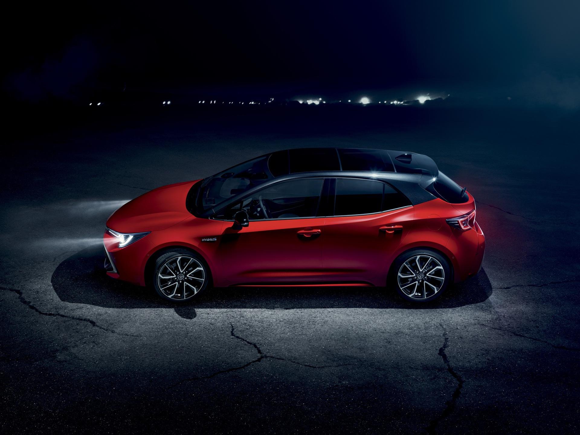 2019_Toyota_Corolla_Hatchback_02