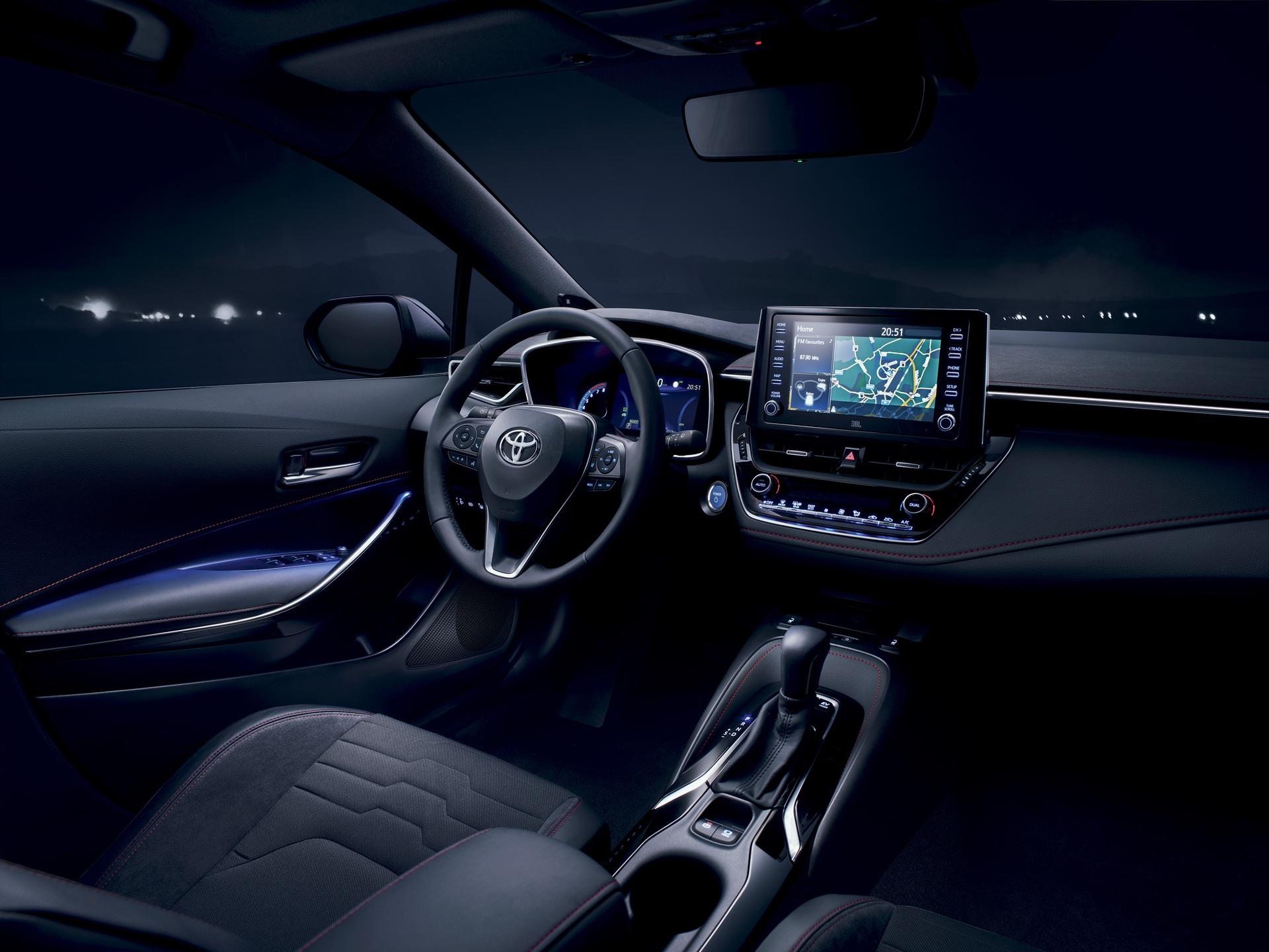 2019_Toyota_Corolla_Hatchback_06