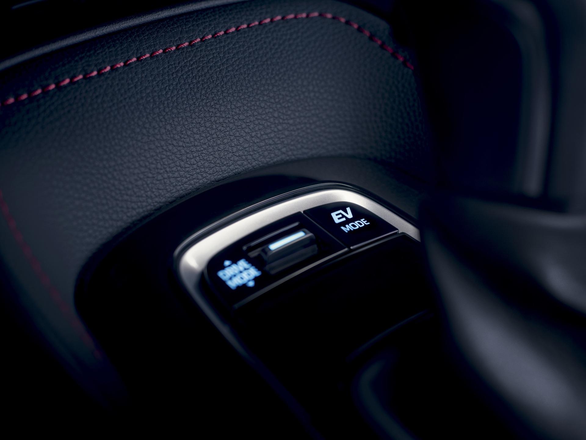 2019_Toyota_Corolla_Hatchback_08