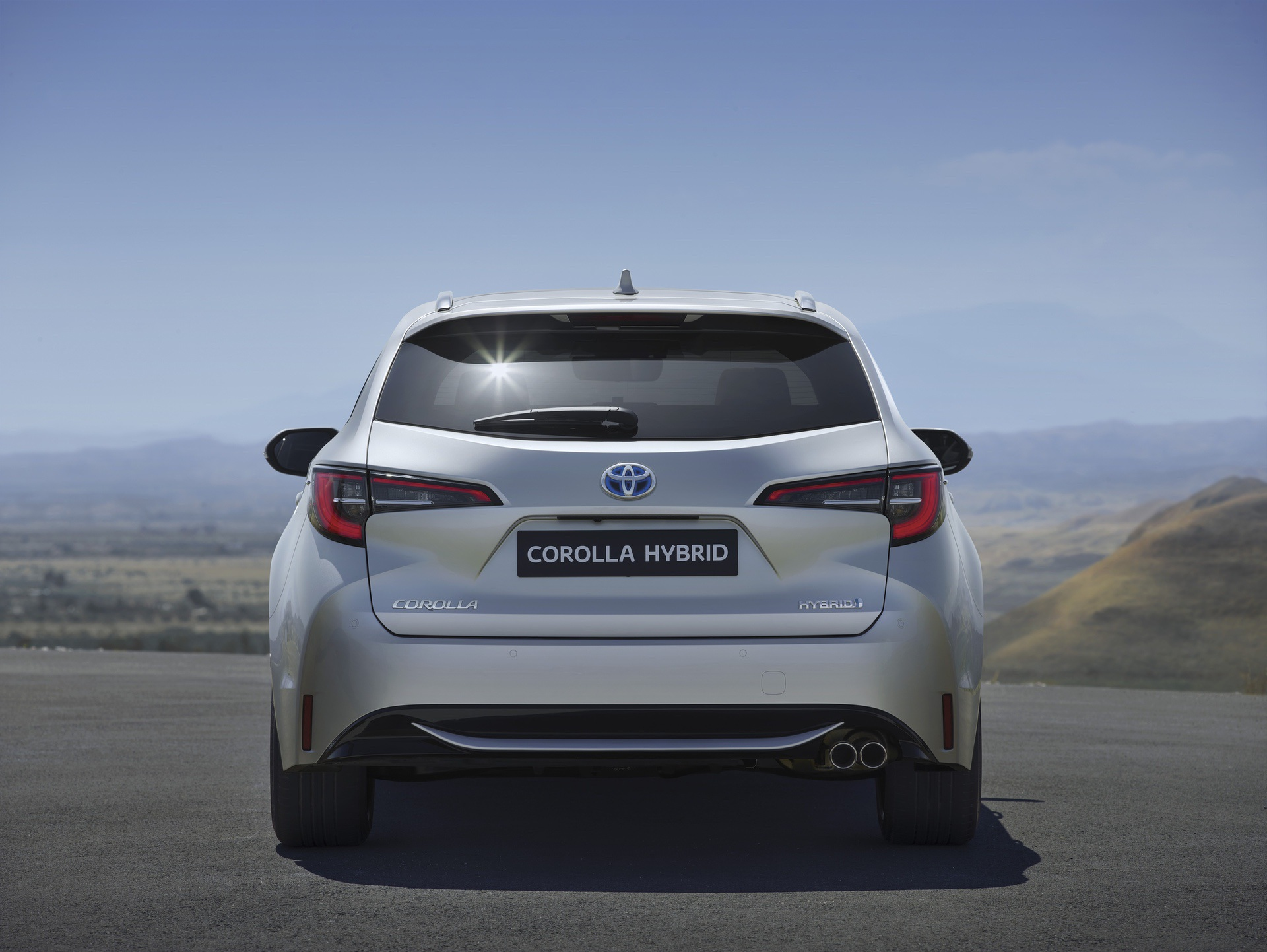 2019_Toyota_Corolla_Touring_Sports_02