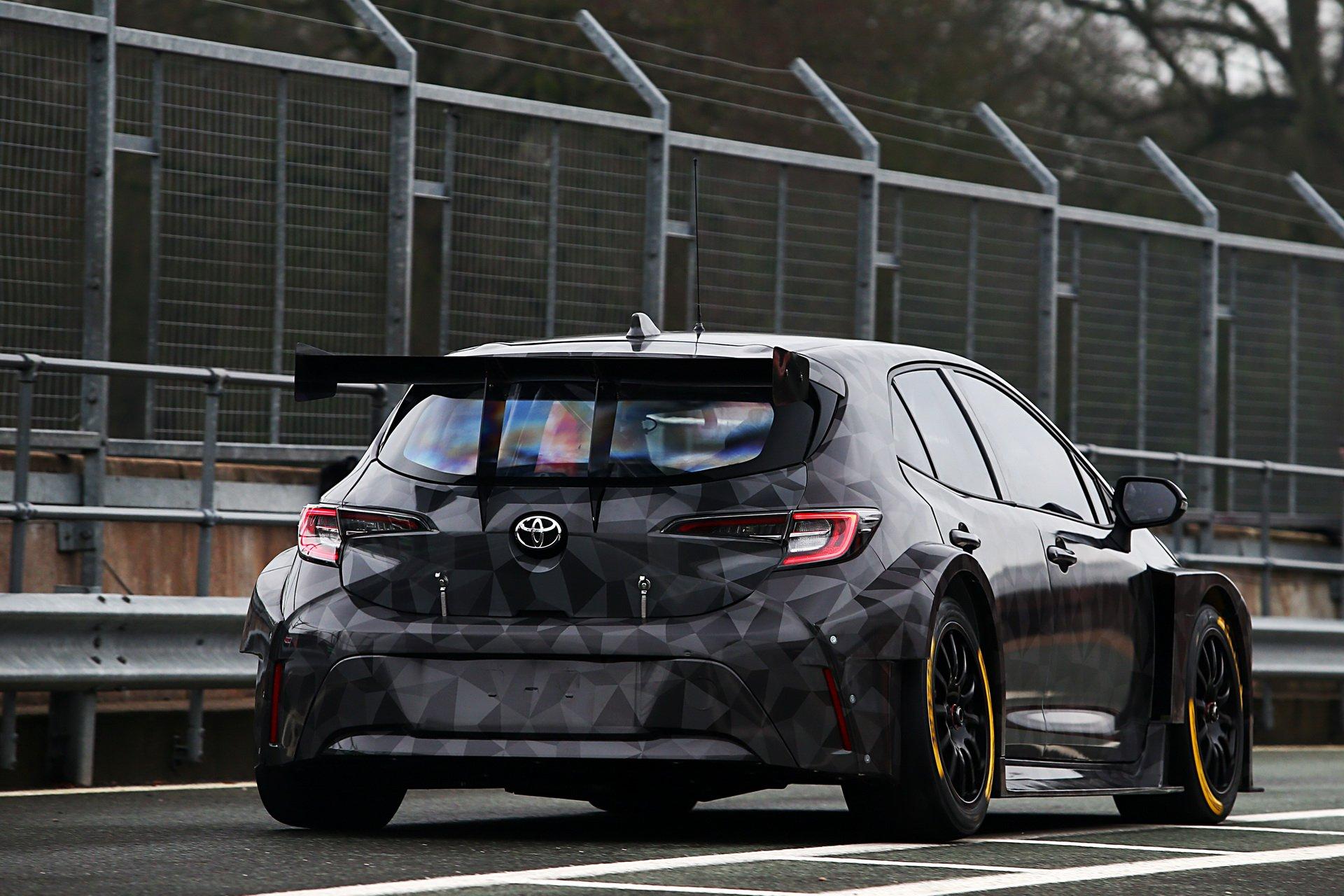 Toyota_Corolla_BTCC_0000