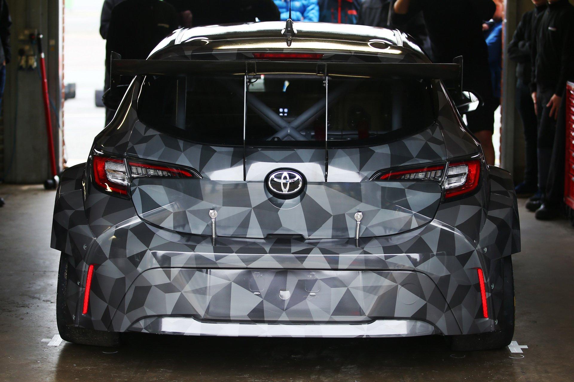 Toyota_Corolla_BTCC_0009