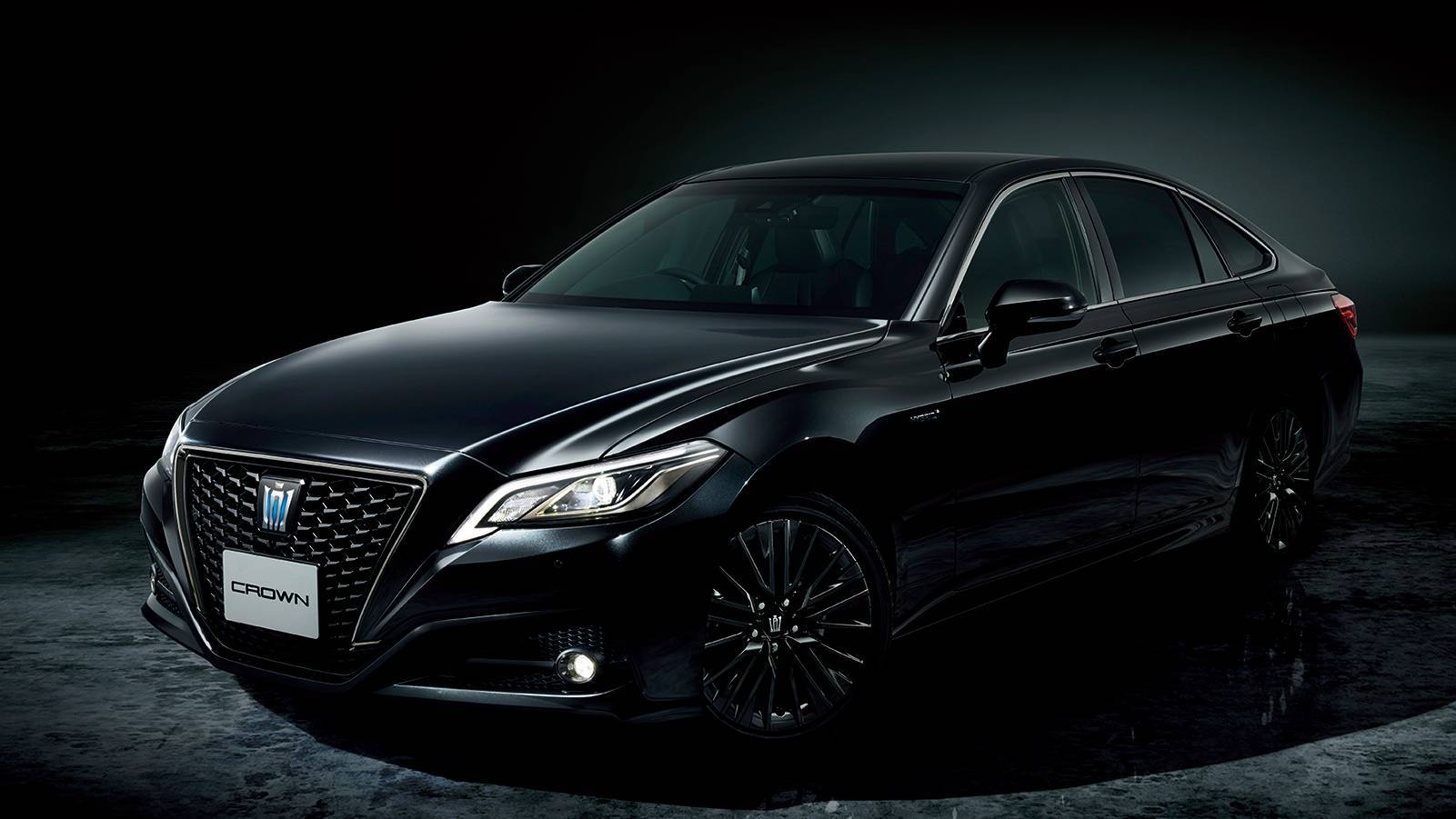 Toyota-Crown-Sport-Style-5