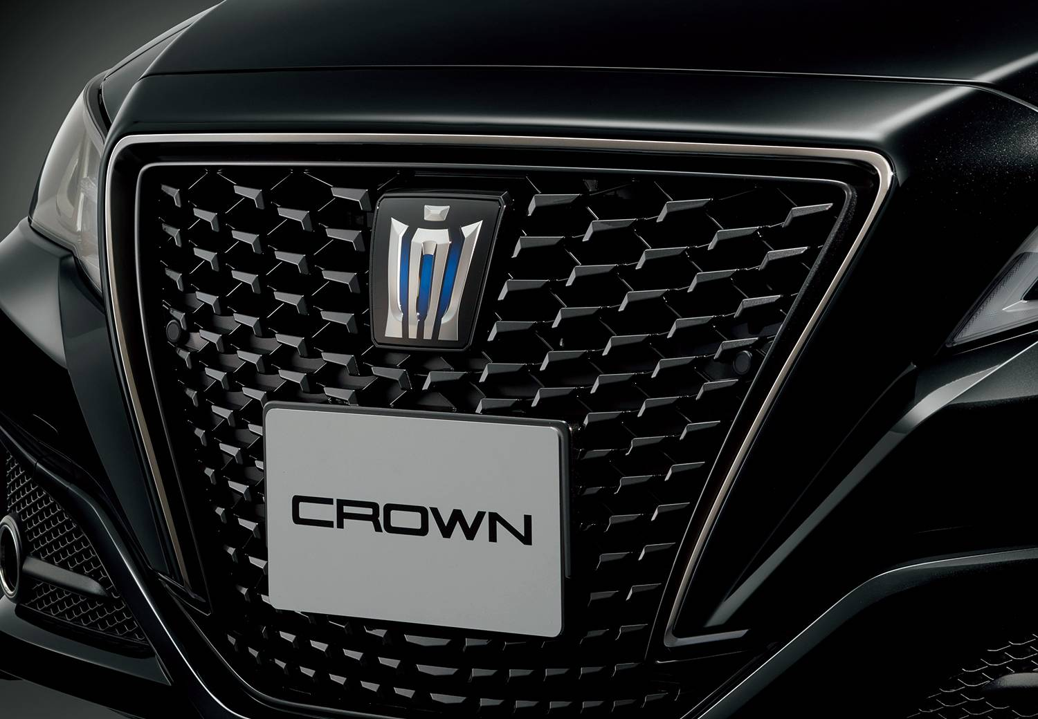 Toyota-Crown-Sport-Style-7