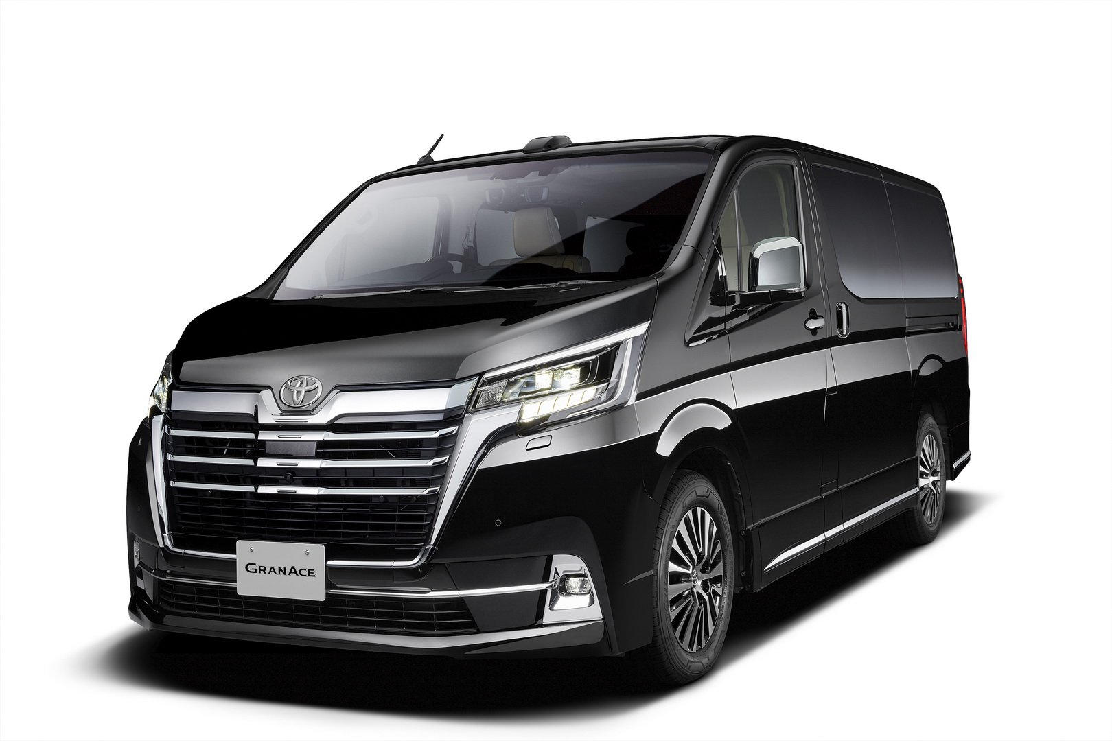 Toyota-GranAce-2020-1