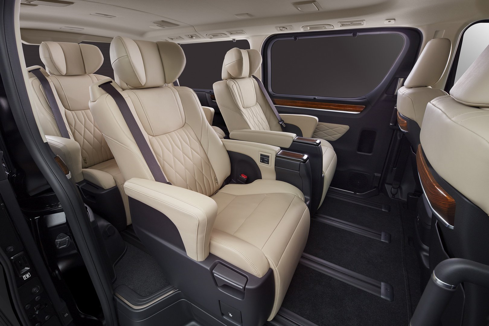 Toyota-GranAce-2020-10