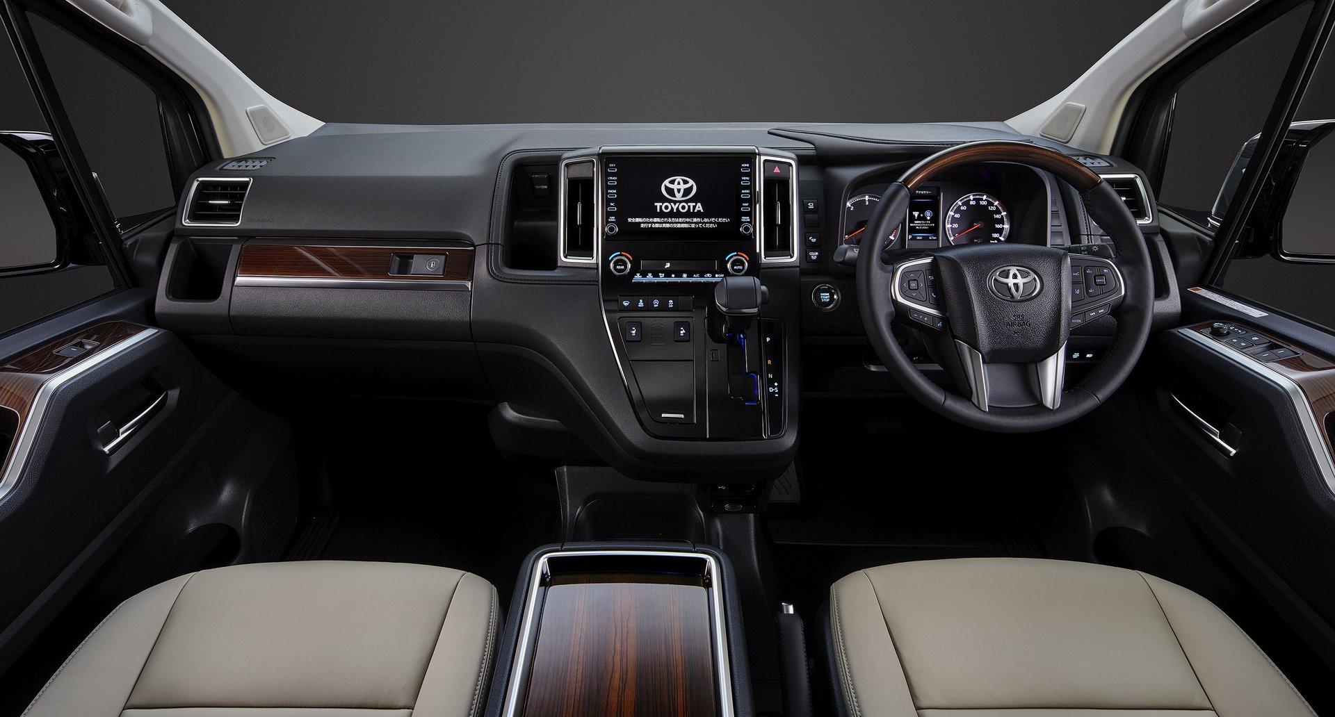 Toyota-GranAce-2020-7