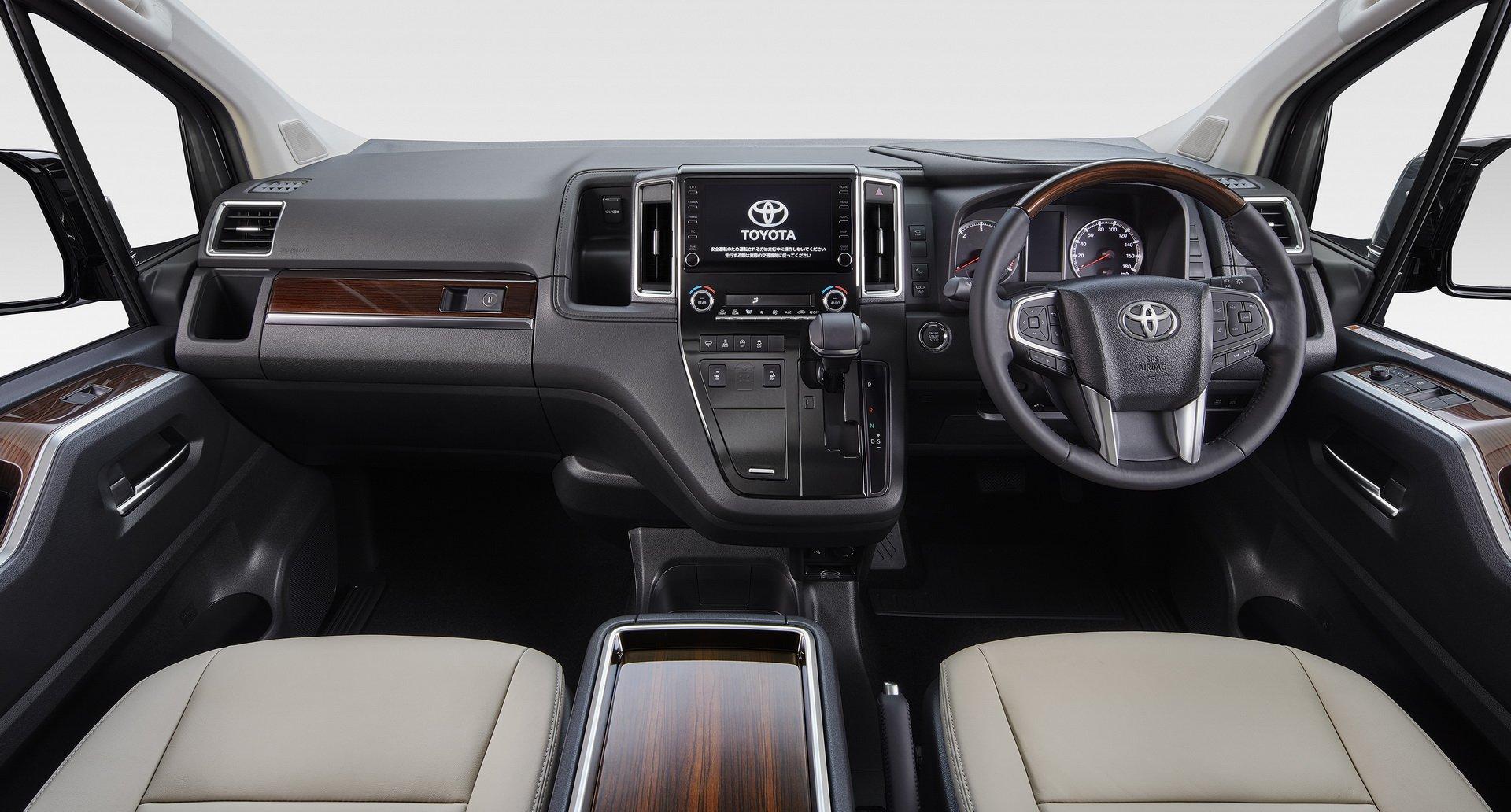 Toyota-GranAce-2020-8