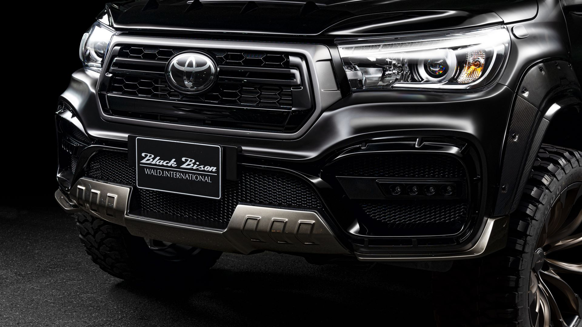 Toyota-Hilux-Black-Bison-by-Wald-International-2