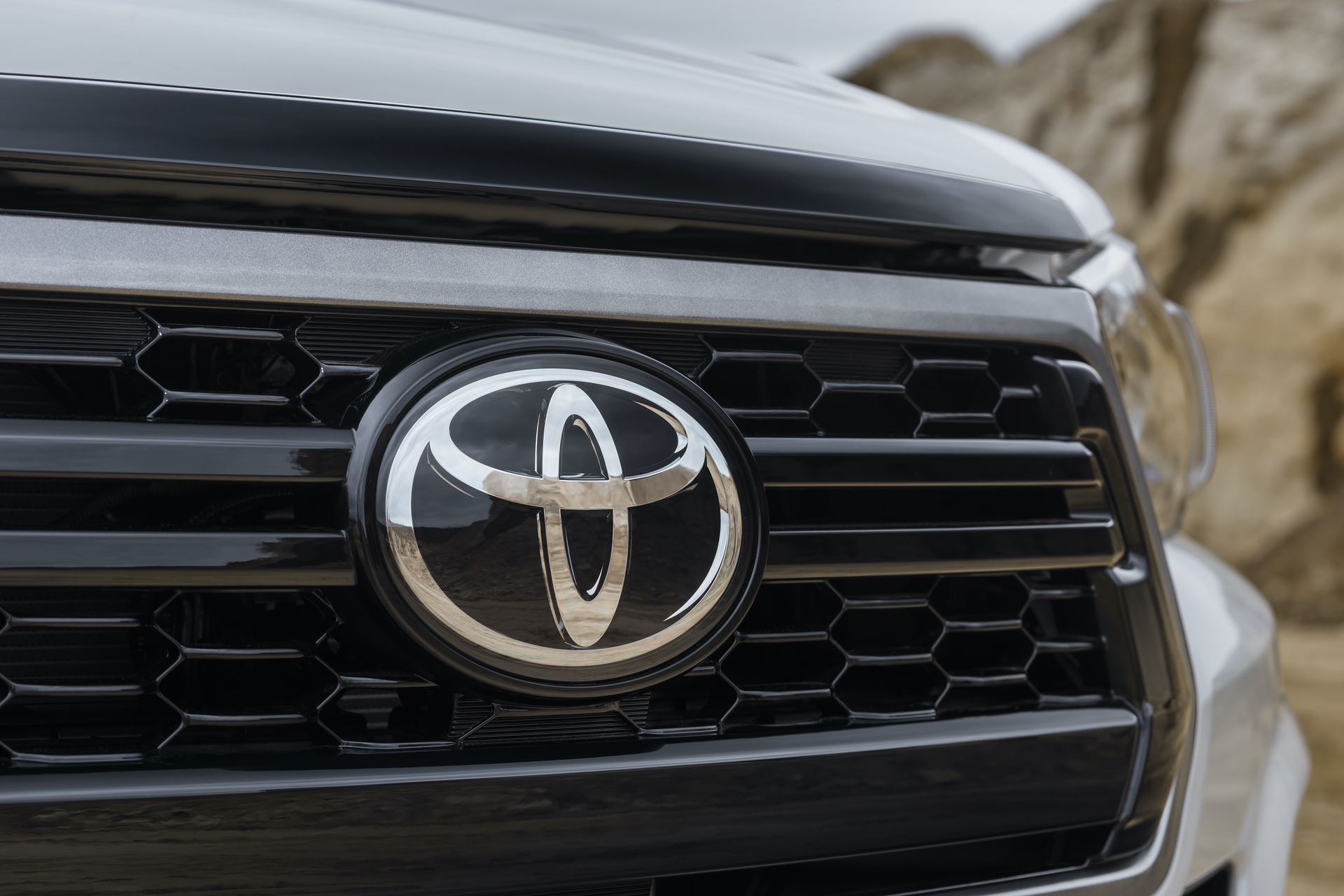Toyota_Hilux_Special_Edition_0000