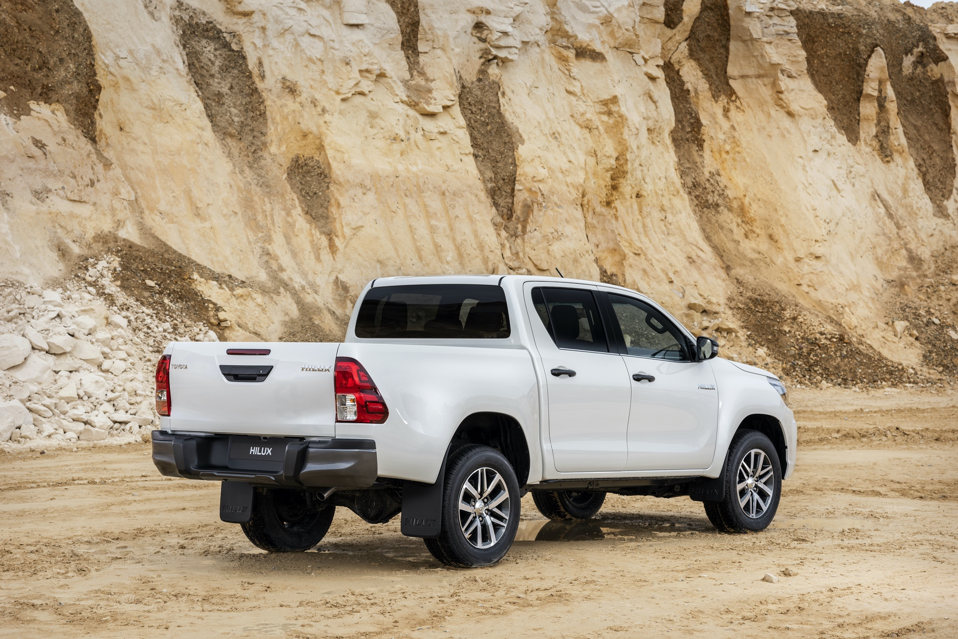 Toyota_Hilux_Special_Edition_0031