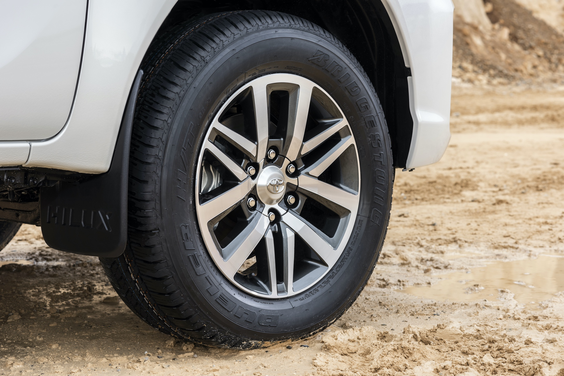 Toyota_Hilux_Special_Edition_0038