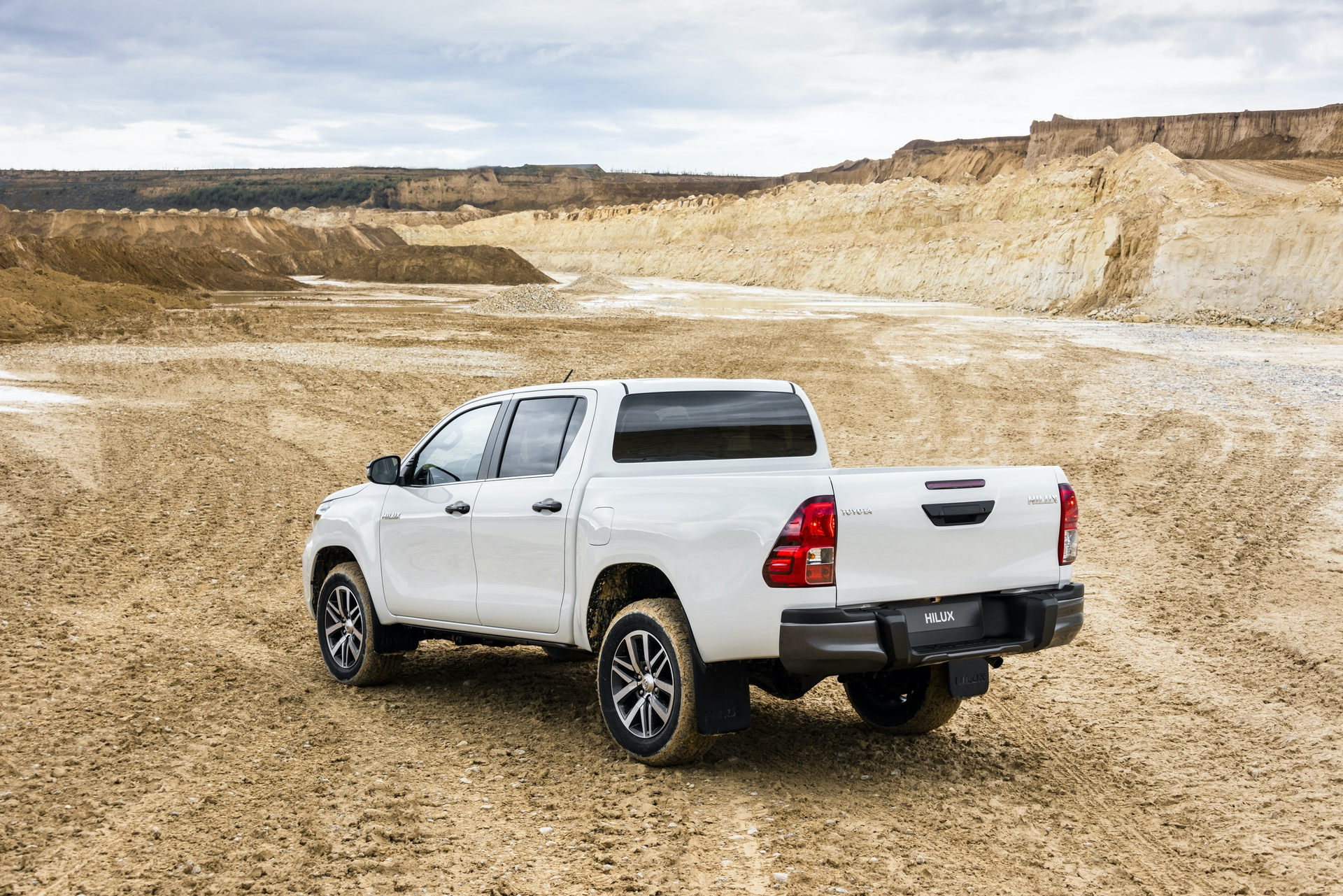 Toyota_Hilux_Special_Edition_0045