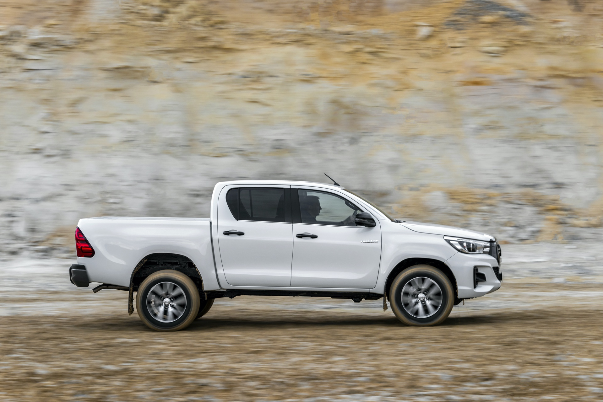 Toyota_Hilux_Special_Edition_0047