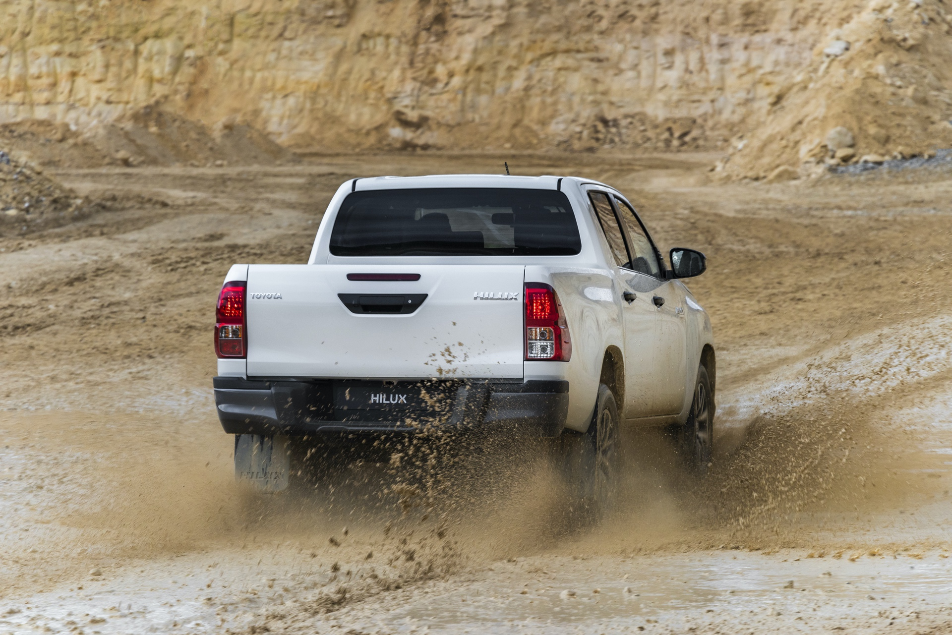 Toyota_Hilux_Special_Edition_0049