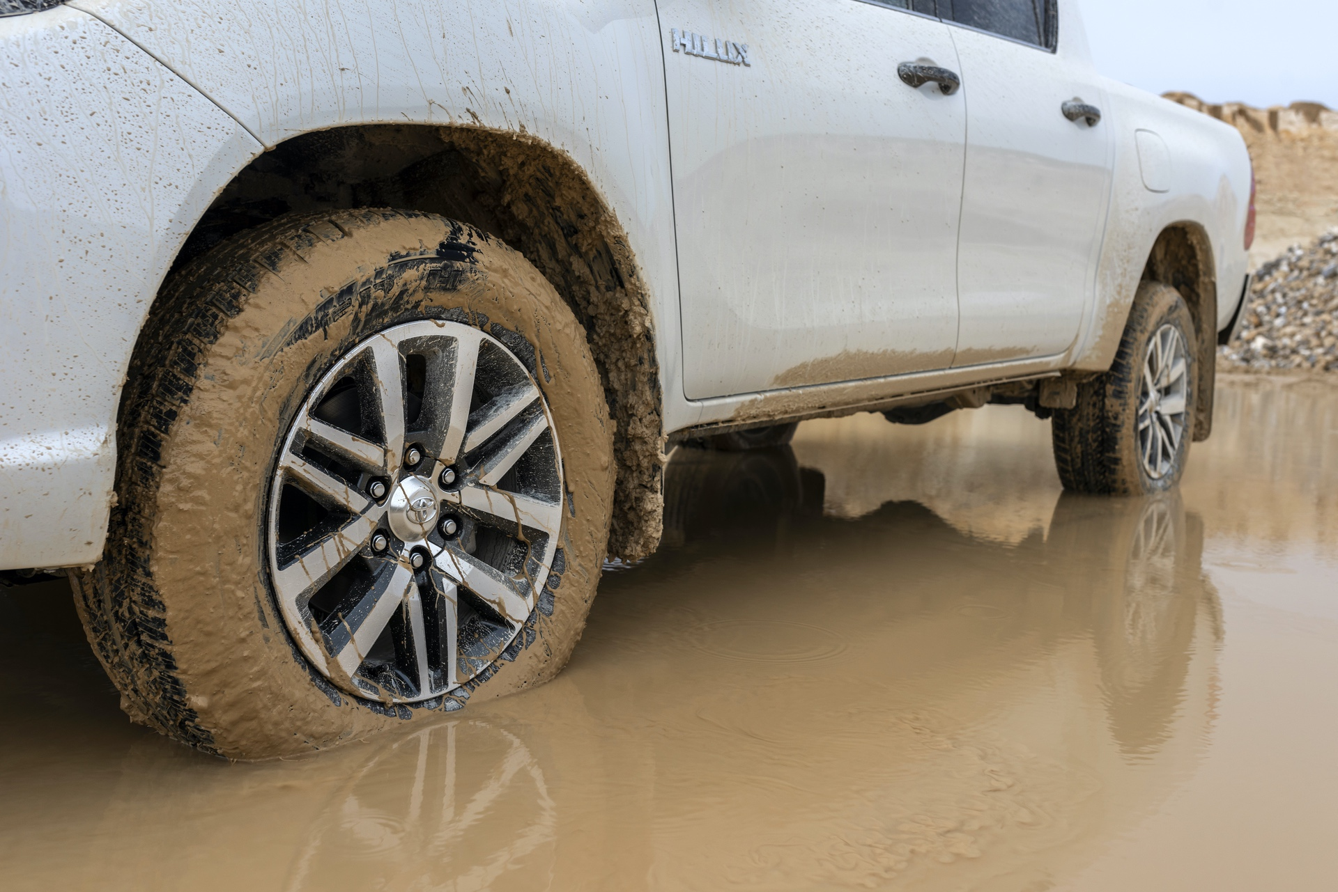 Toyota_Hilux_Special_Edition_0054