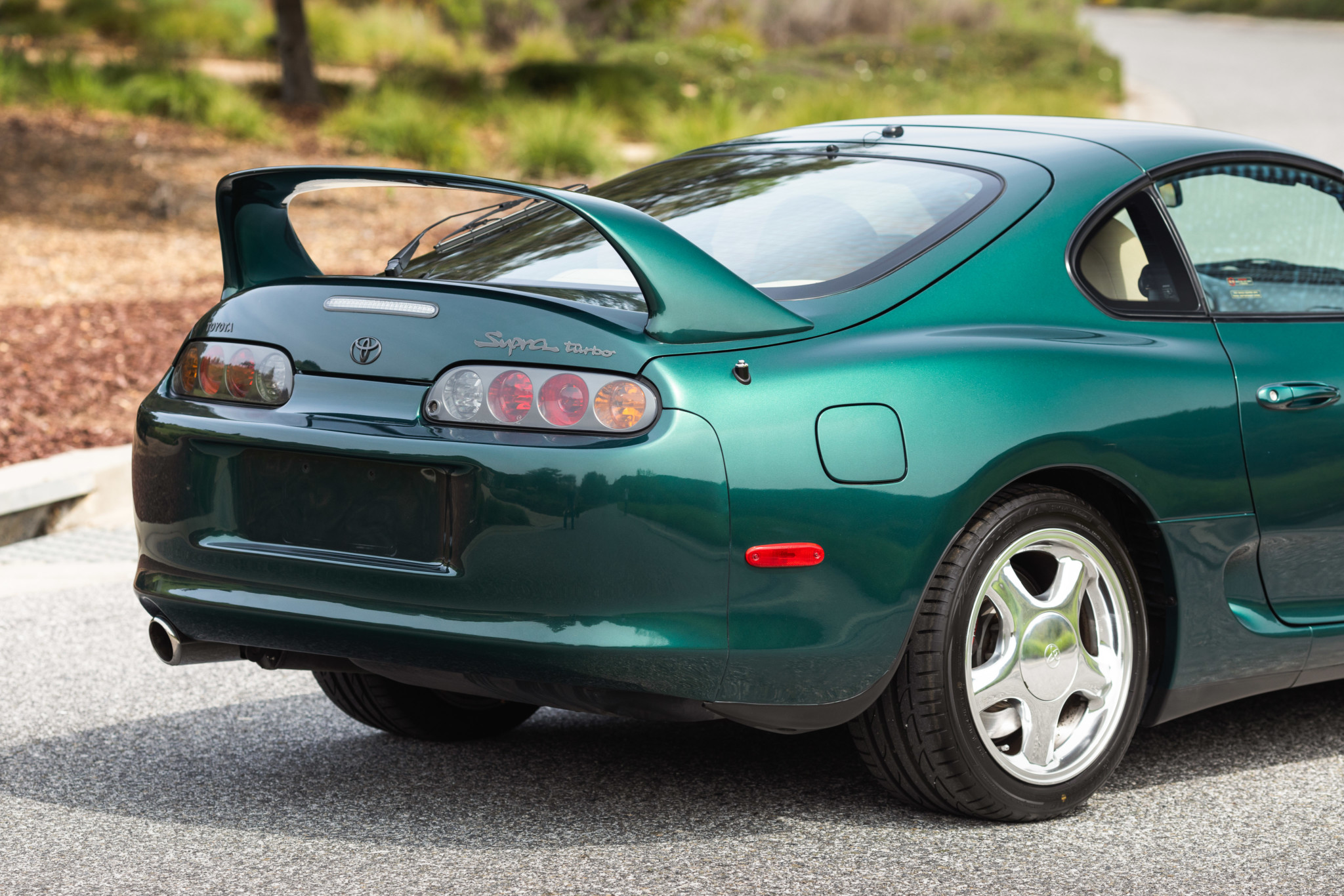 Toyota-Supra-Twin-Turbo-1997-sale-16