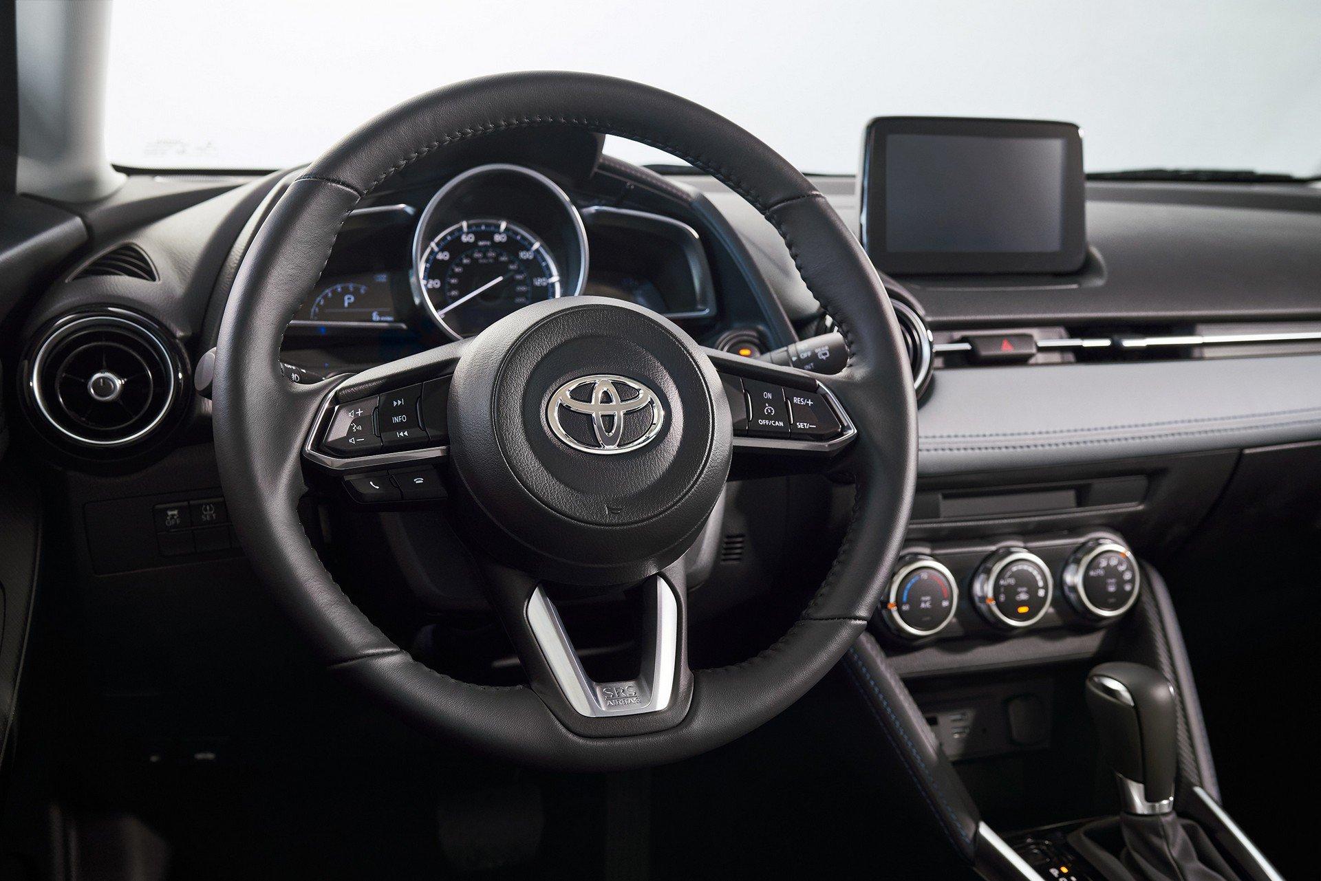 Toyota-Yaris-Hatchback-2020-10