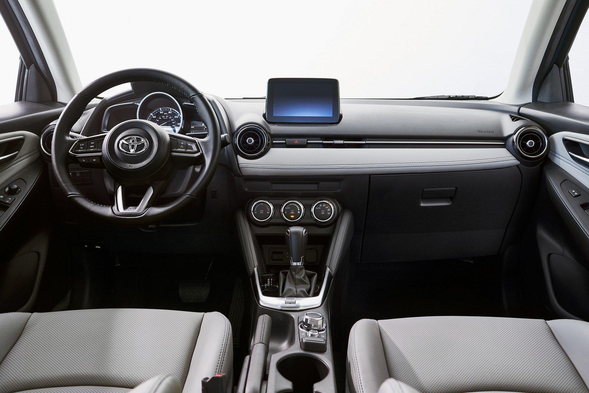Toyota-Yaris-Hatchback-2020-9