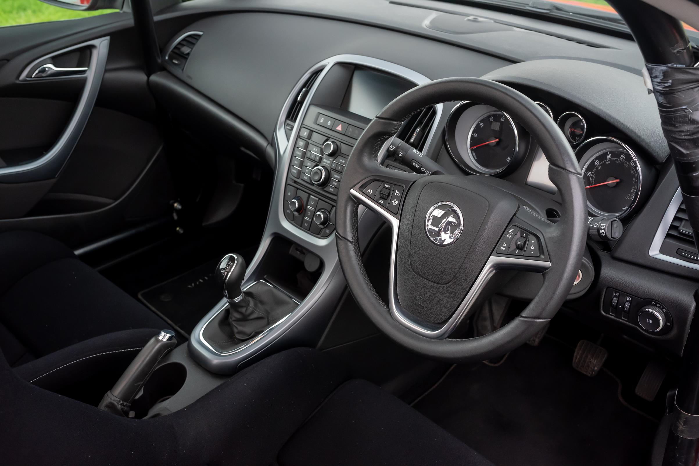 Vauxhall-Astra-Reasonably-Priced-Car-for-sale-14