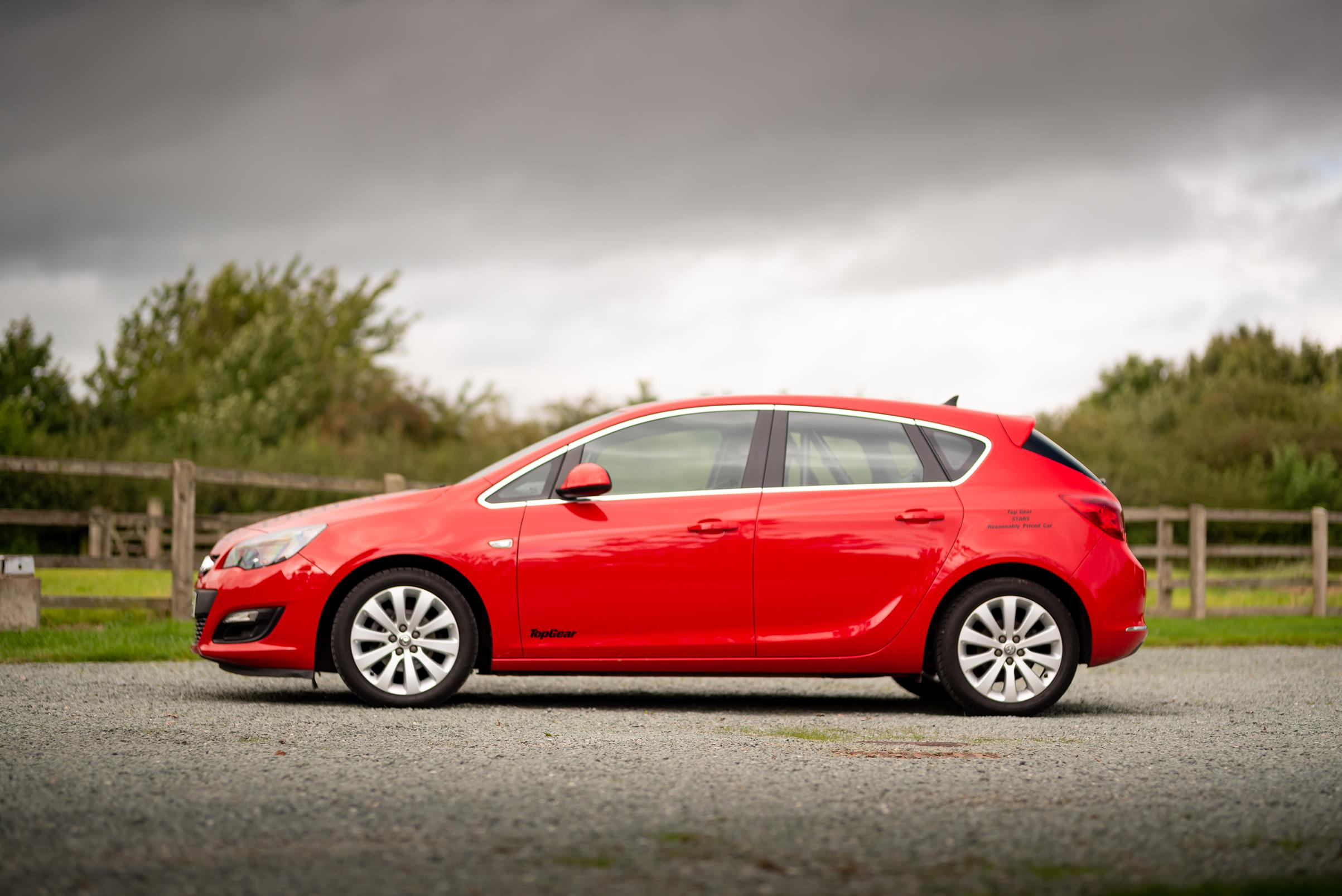 Vauxhall-Astra-Reasonably-Priced-Car-for-sale-2