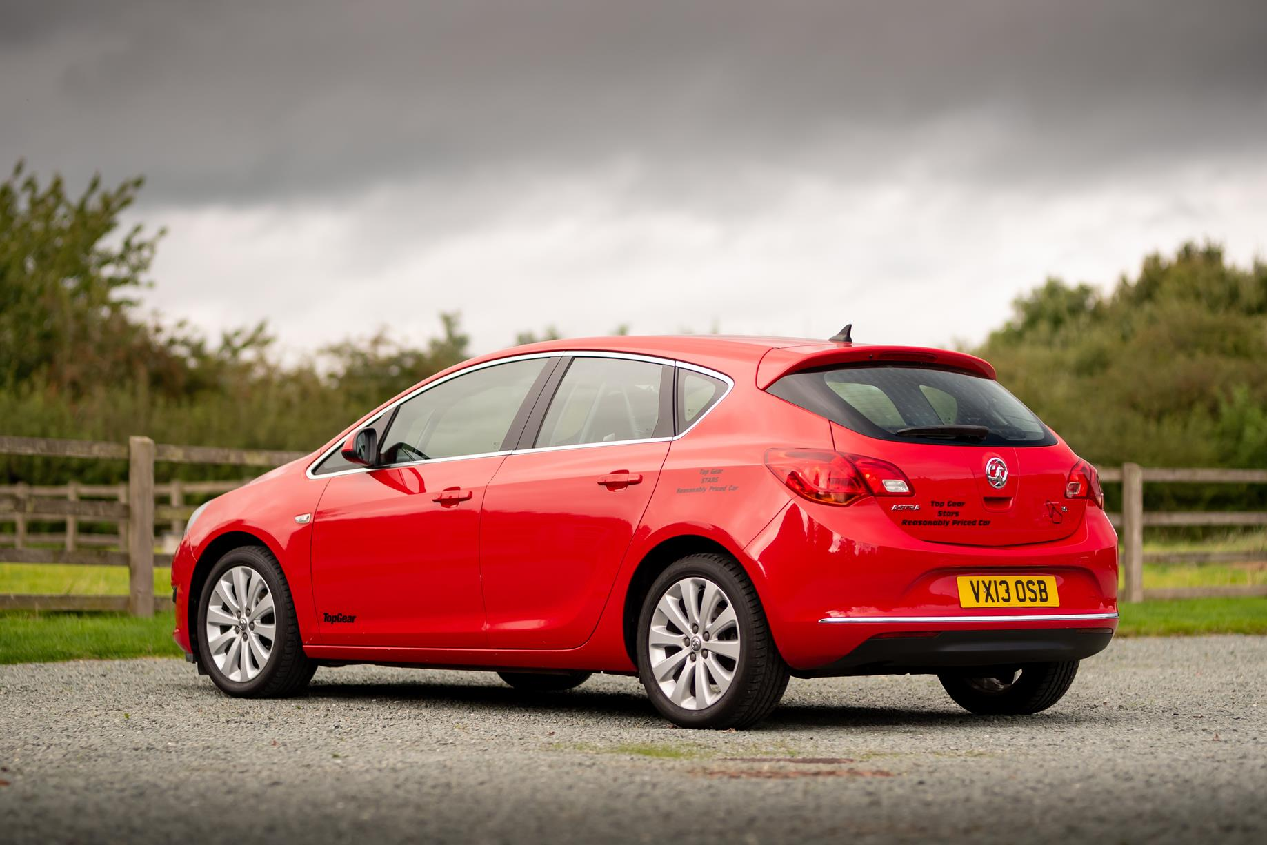 Vauxhall-Astra-Reasonably-Priced-Car-for-sale-3