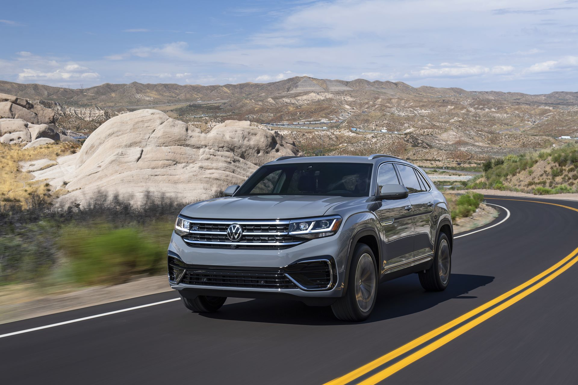 Volkswagen-Atlas-Cross-Sport-2020-1