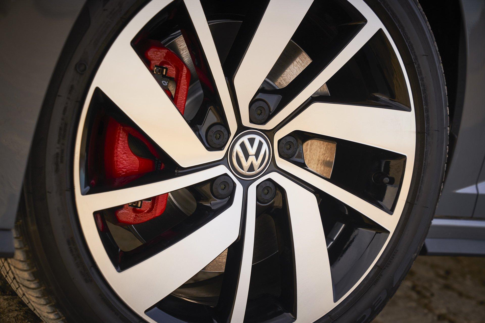 Volkswagen Jetta GLI (14)