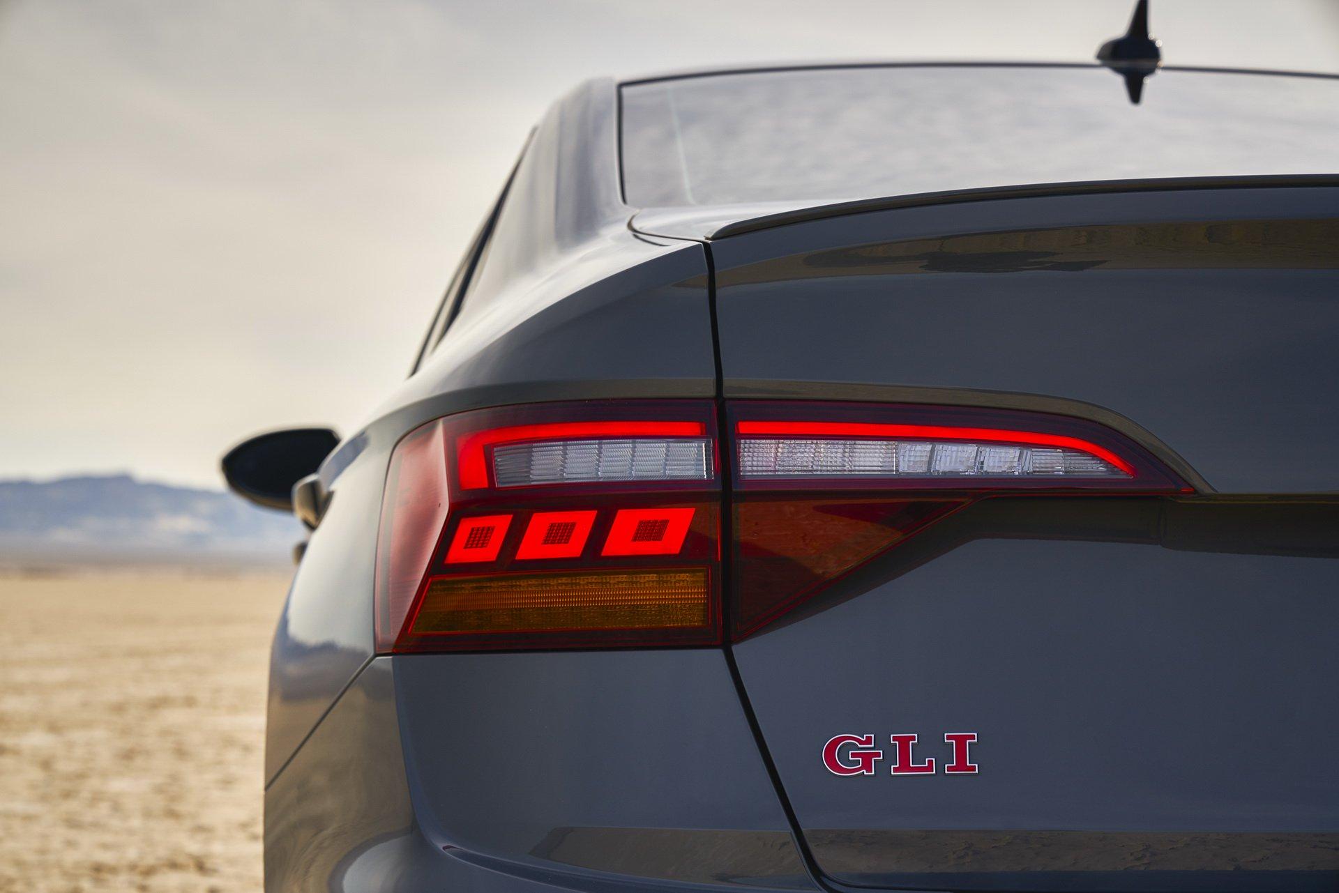 Volkswagen Jetta GLI (18)