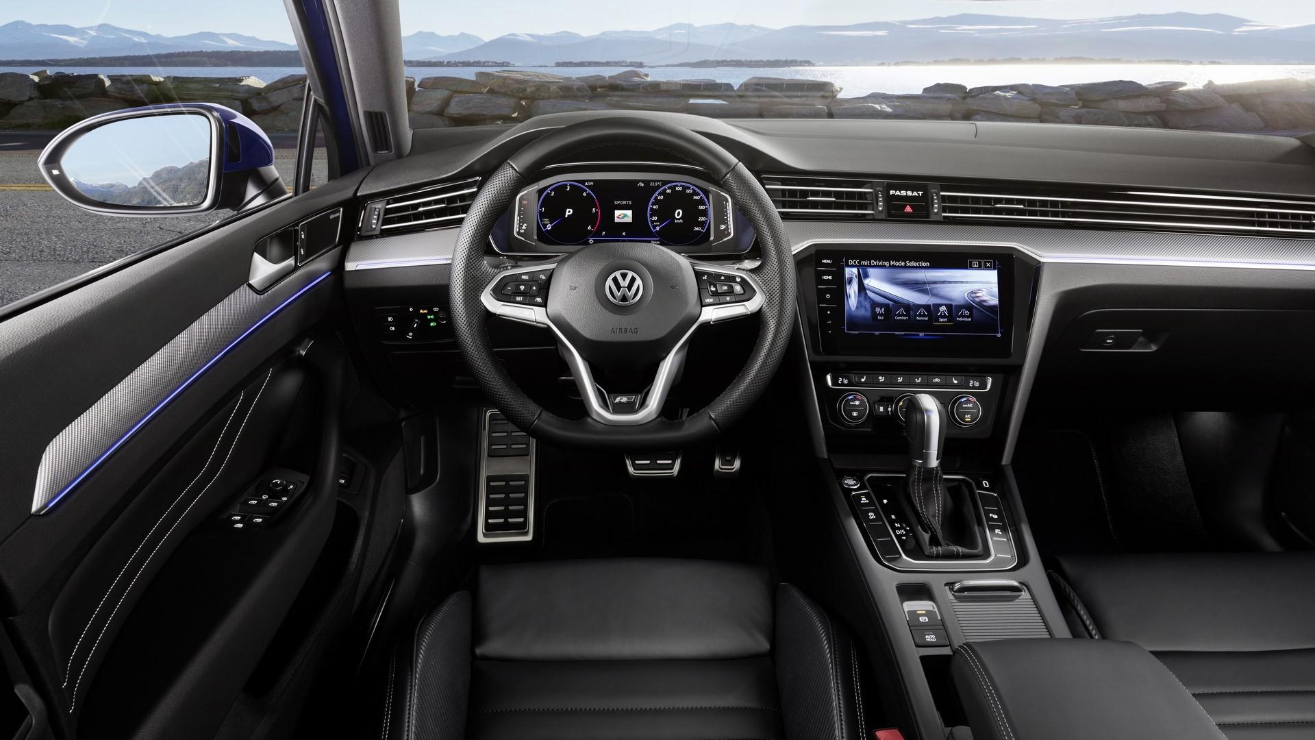 The new Volkswagen Passat R-Line