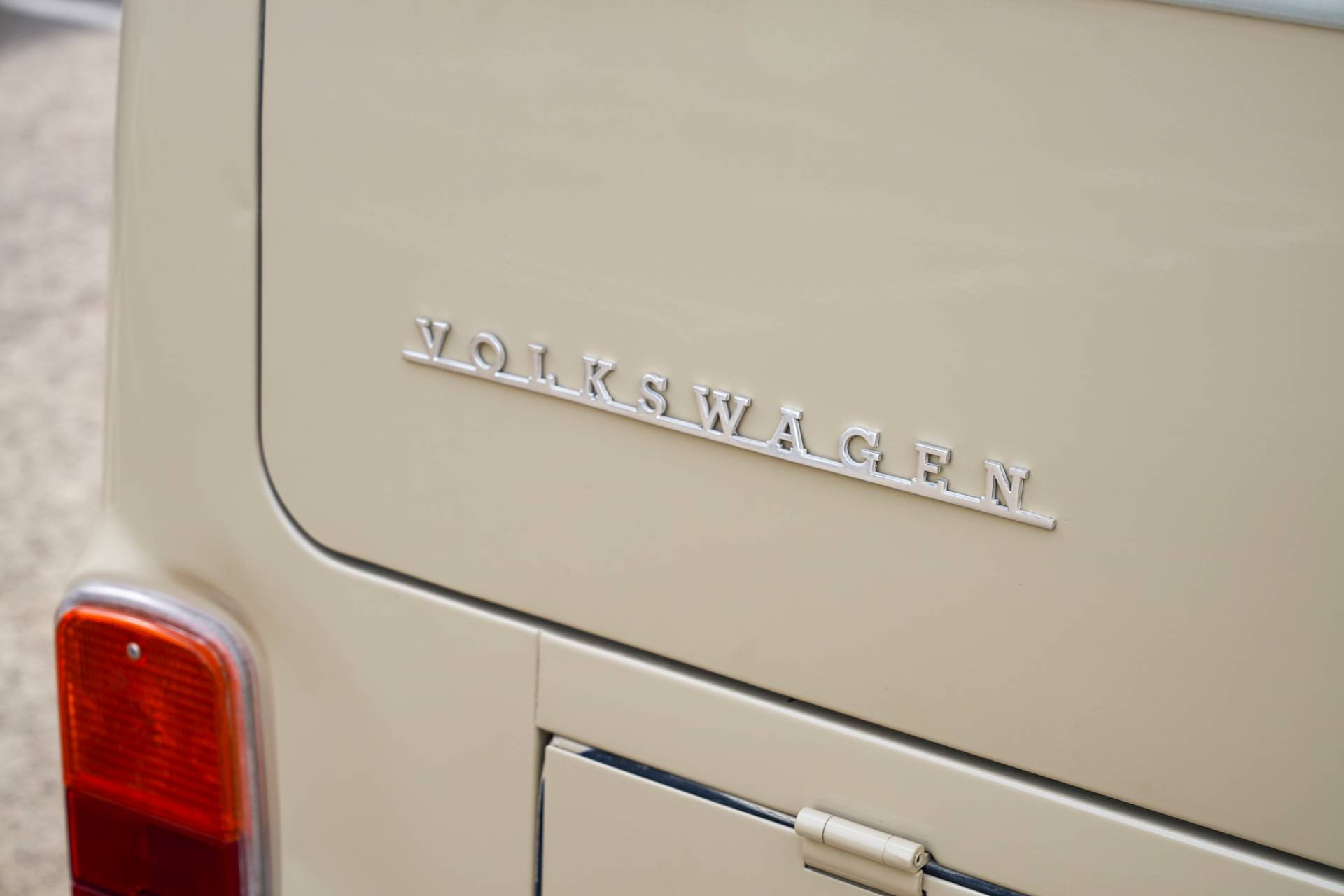 Volkswagen-Type-2-1972-with-e-Golf-engine-12