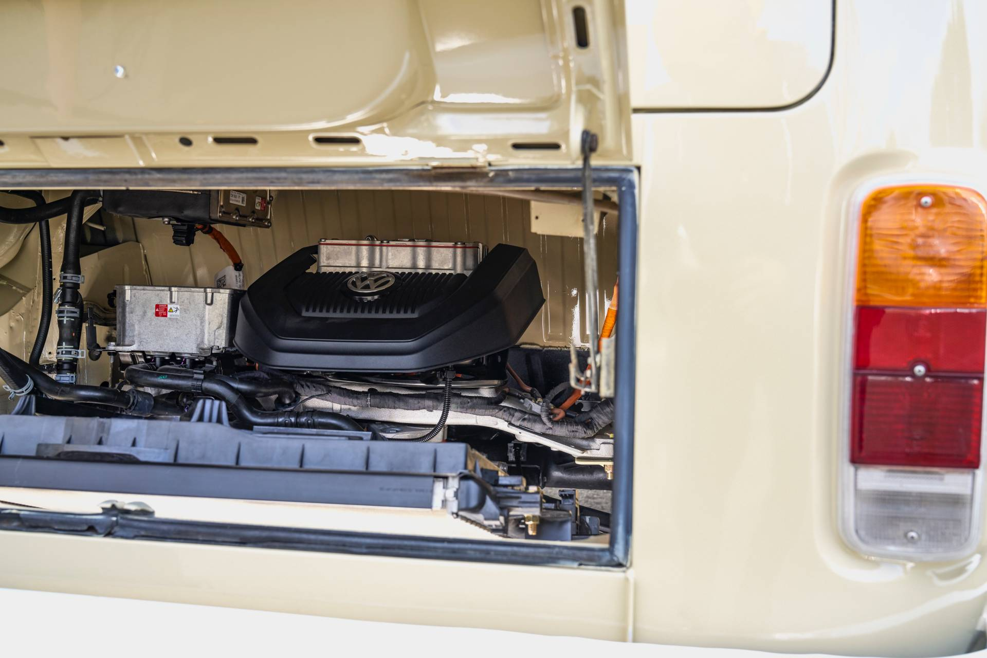 Volkswagen-Type-2-1972-with-e-Golf-engine-16