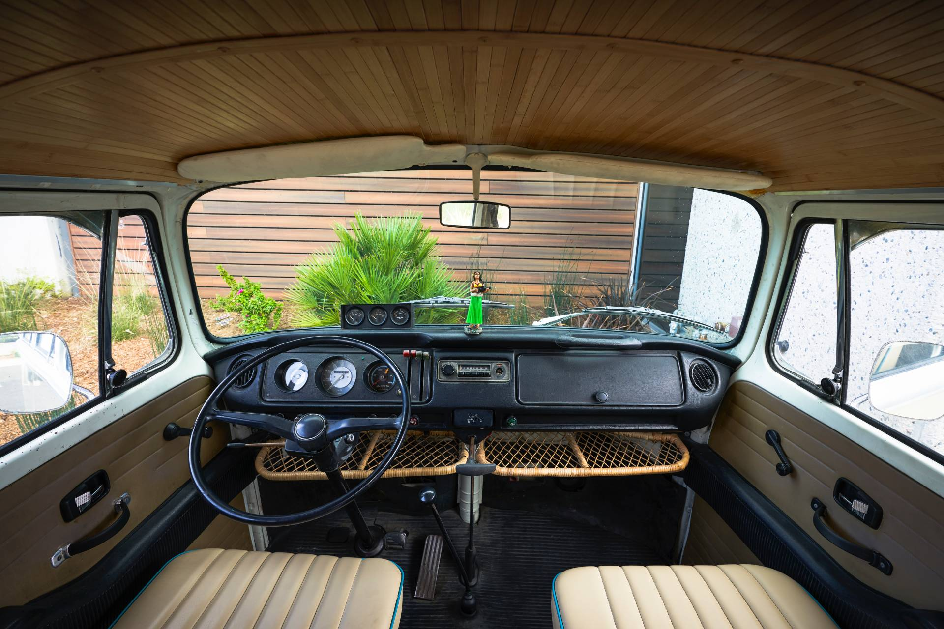 Volkswagen-Type-2-1972-with-e-Golf-engine-25