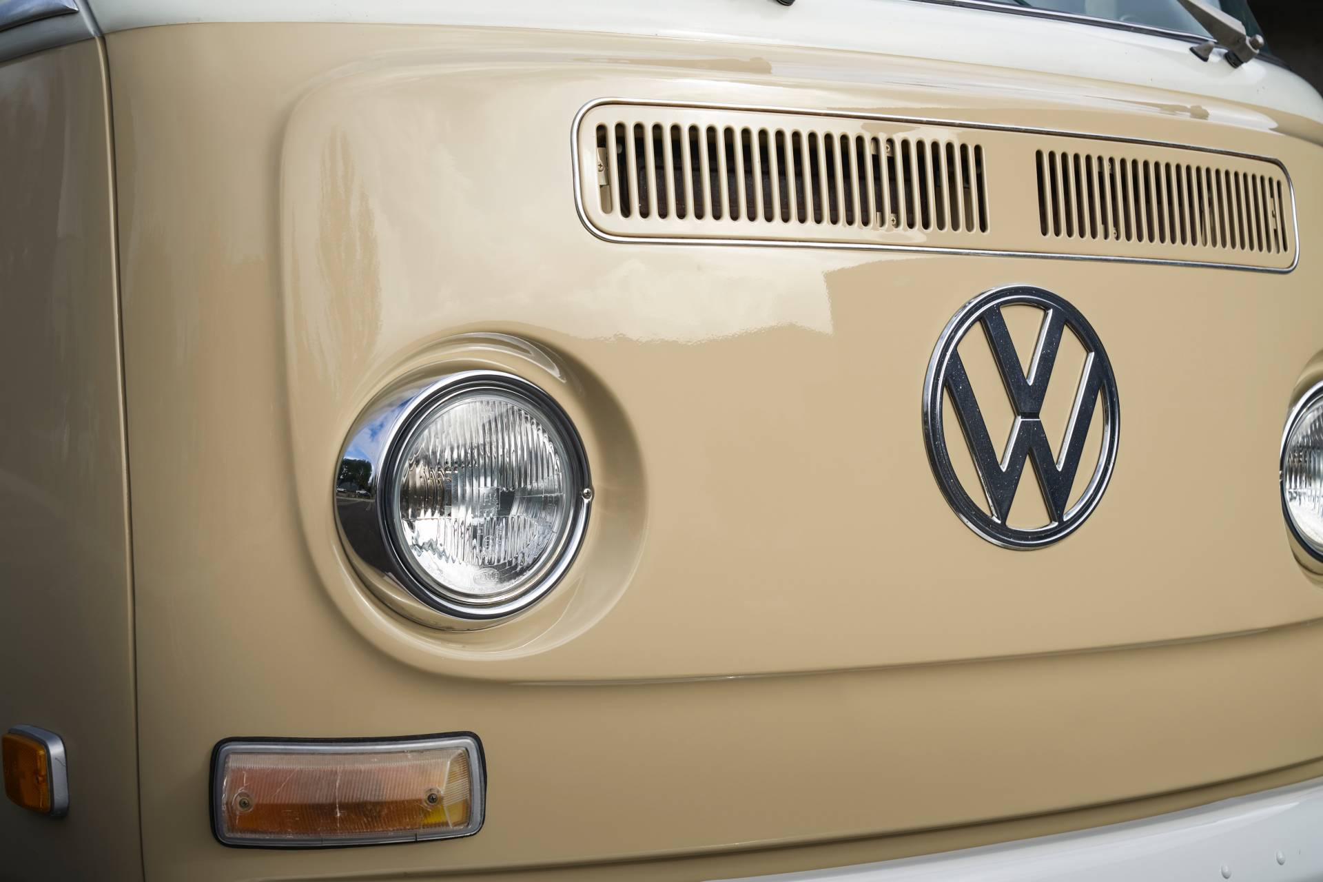 Volkswagen-Type-2-1972-with-e-Golf-engine-9
