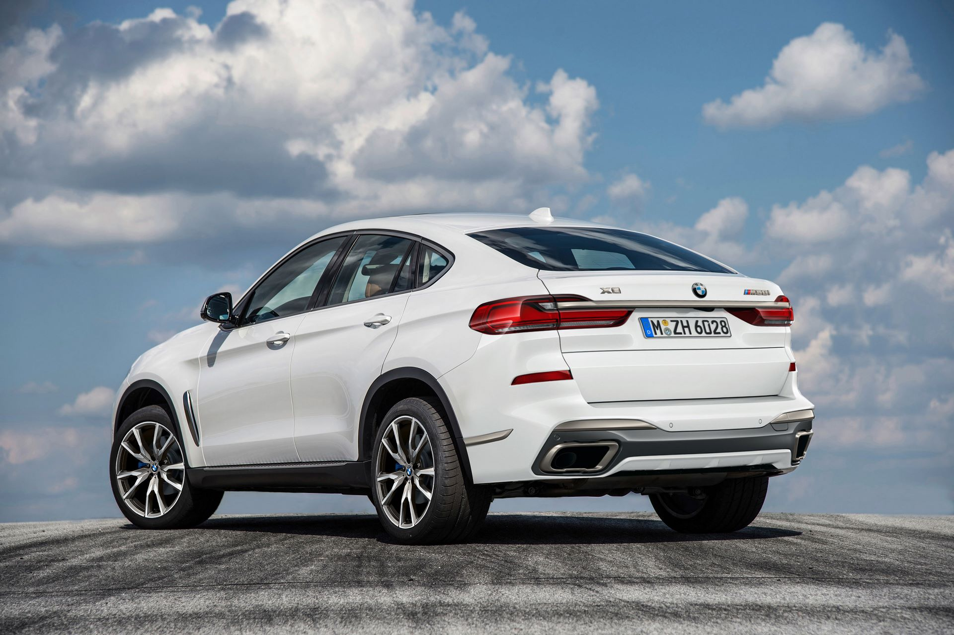 1_BMW-X8-M850i-2022-2