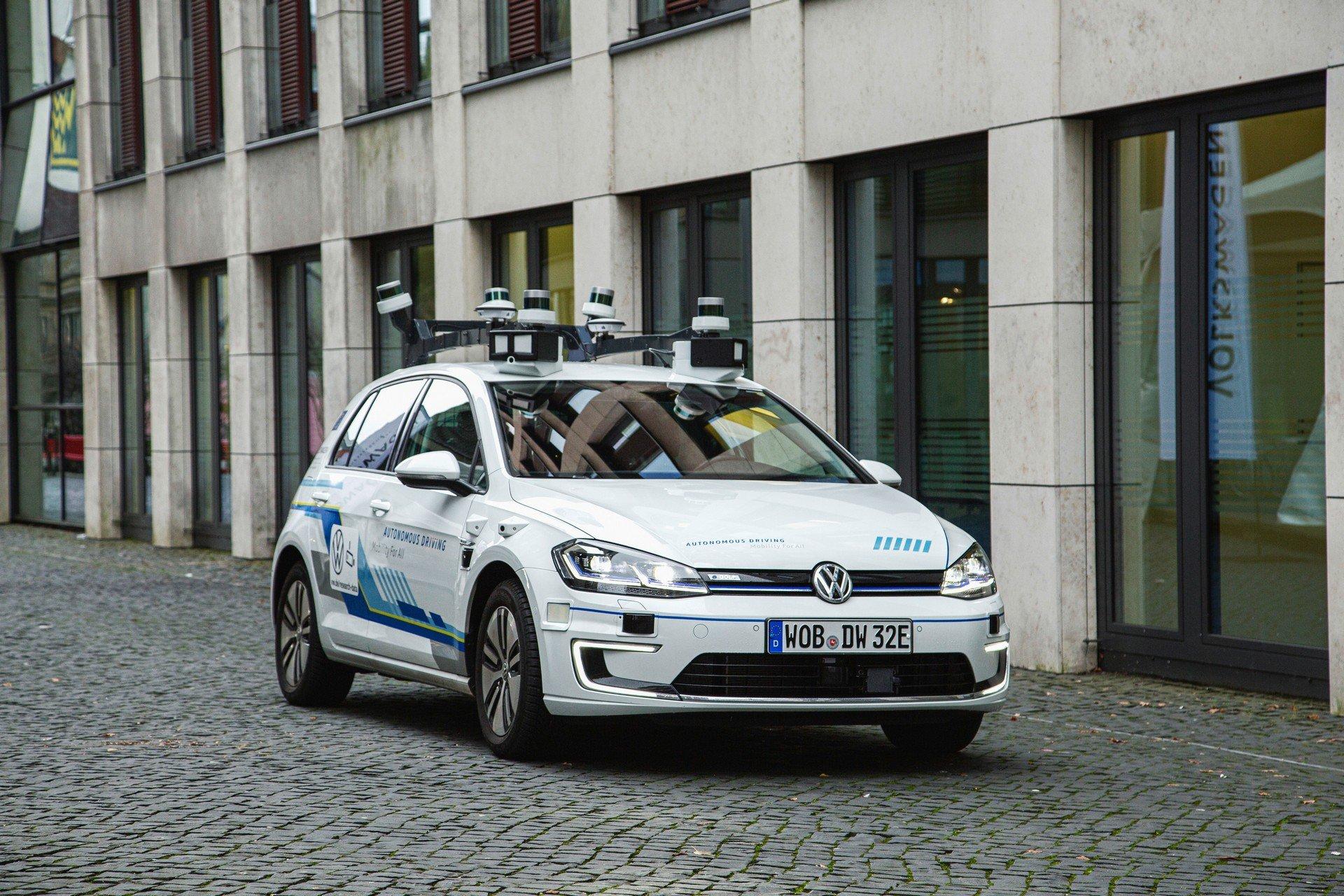 VW-Volkswagen-e-Golf-Autonomous-1
