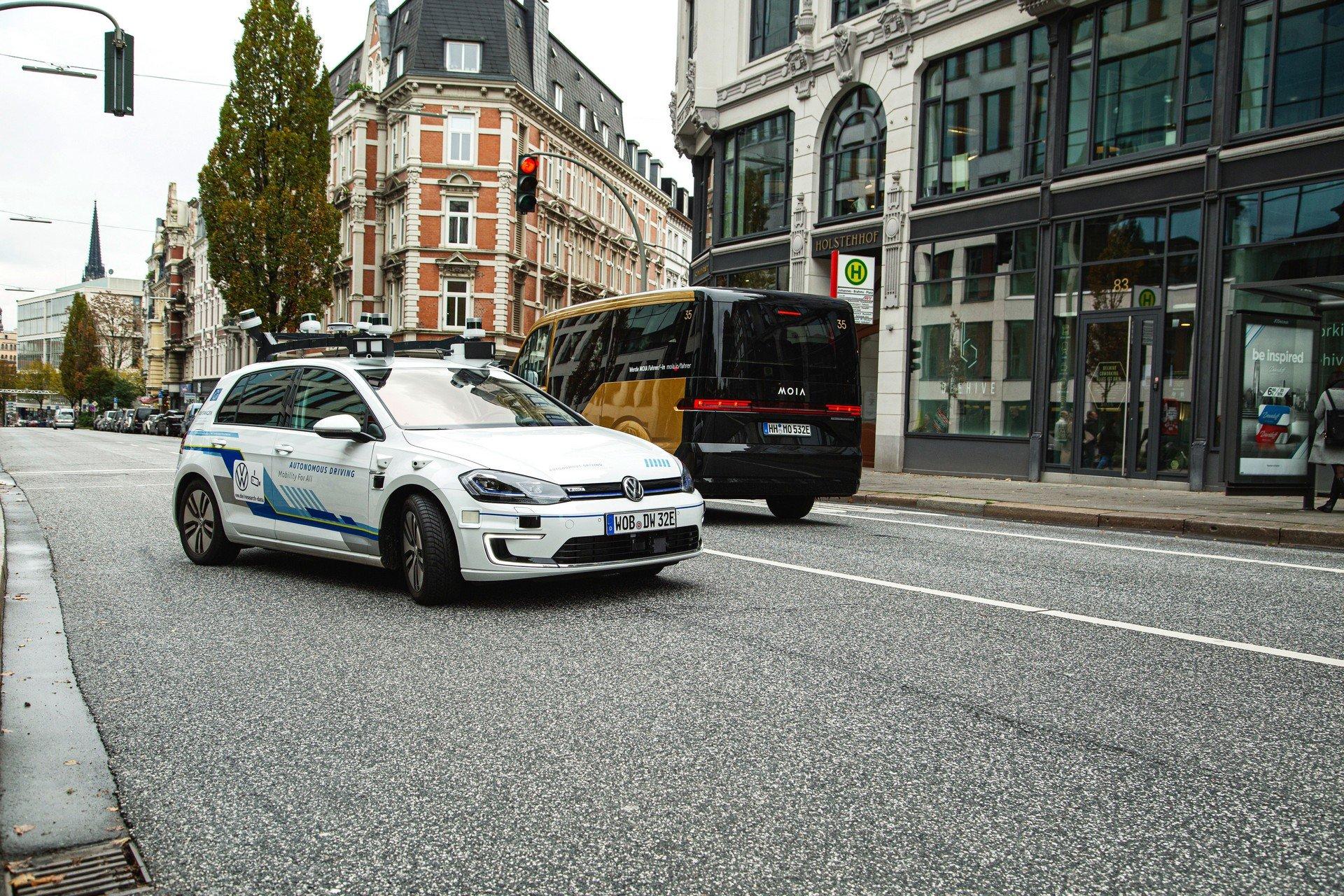 VW-Volkswagen-e-Golf-Autonomous-2