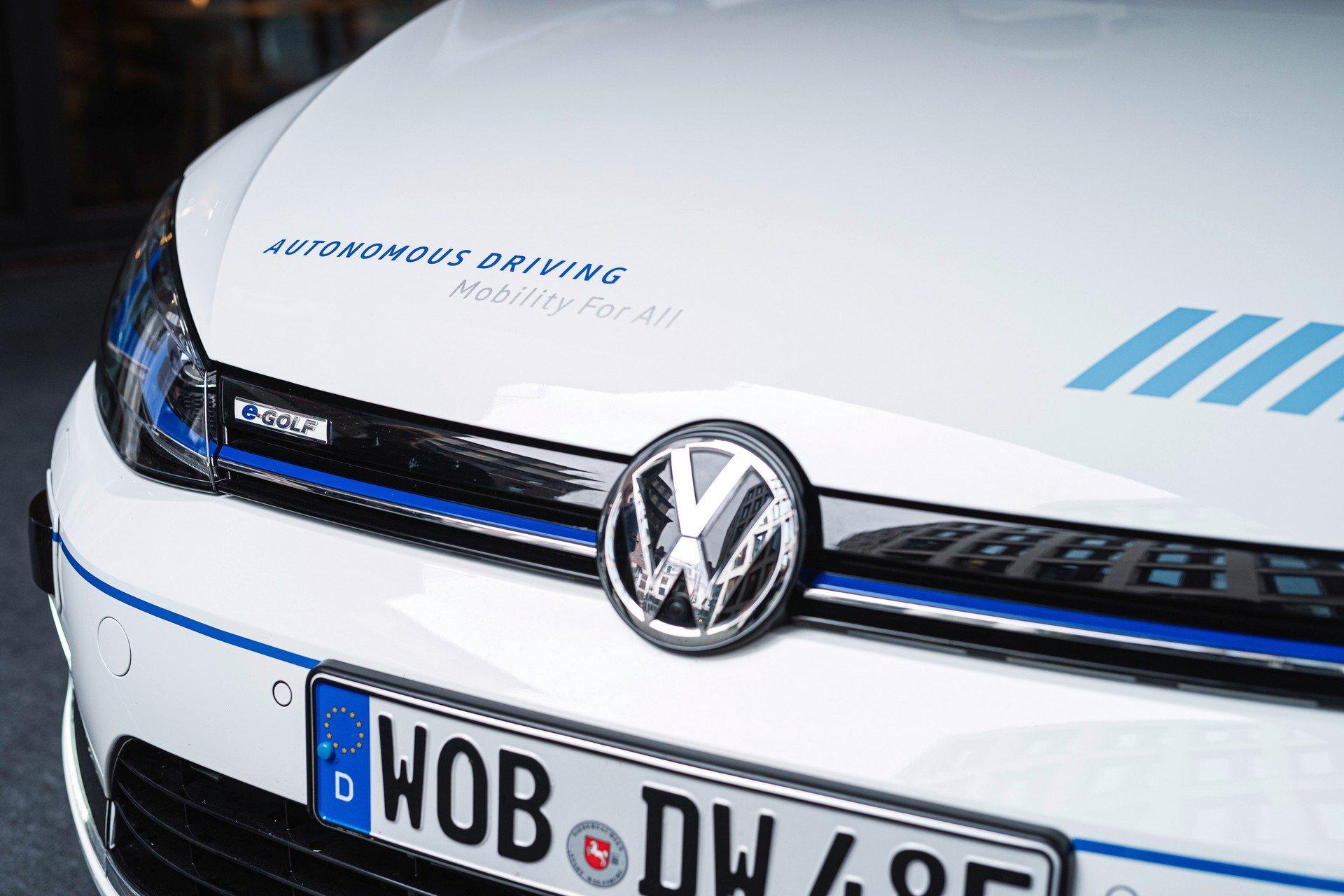 VW-Volkswagen-e-Golf-Autonomous-3