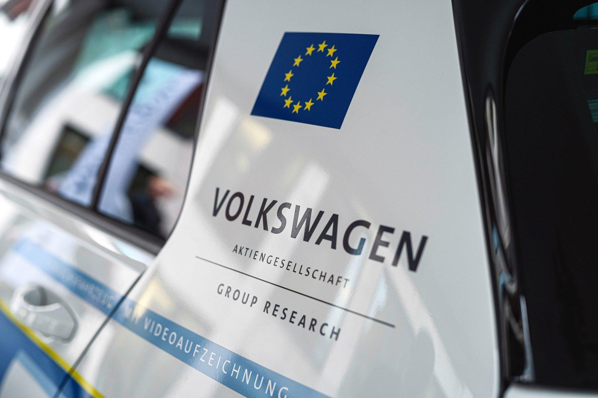 VW-Volkswagen-e-Golf-Autonomous-4