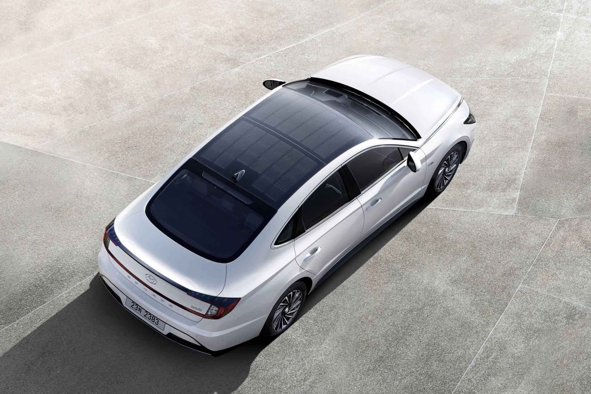 2020_Hyundai_Sonata_Hybrid_0002