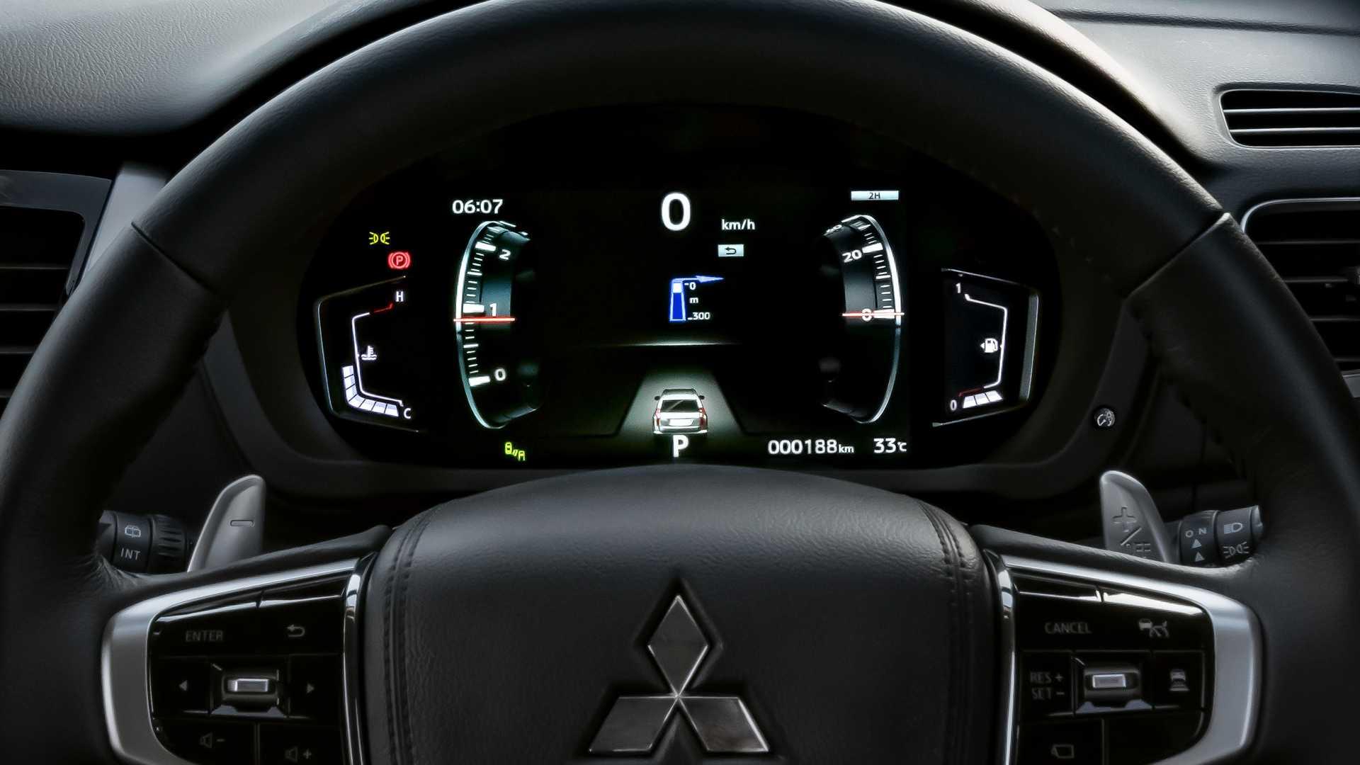 2020_Mitsubishi_Pajero_Sport_facelift_0033