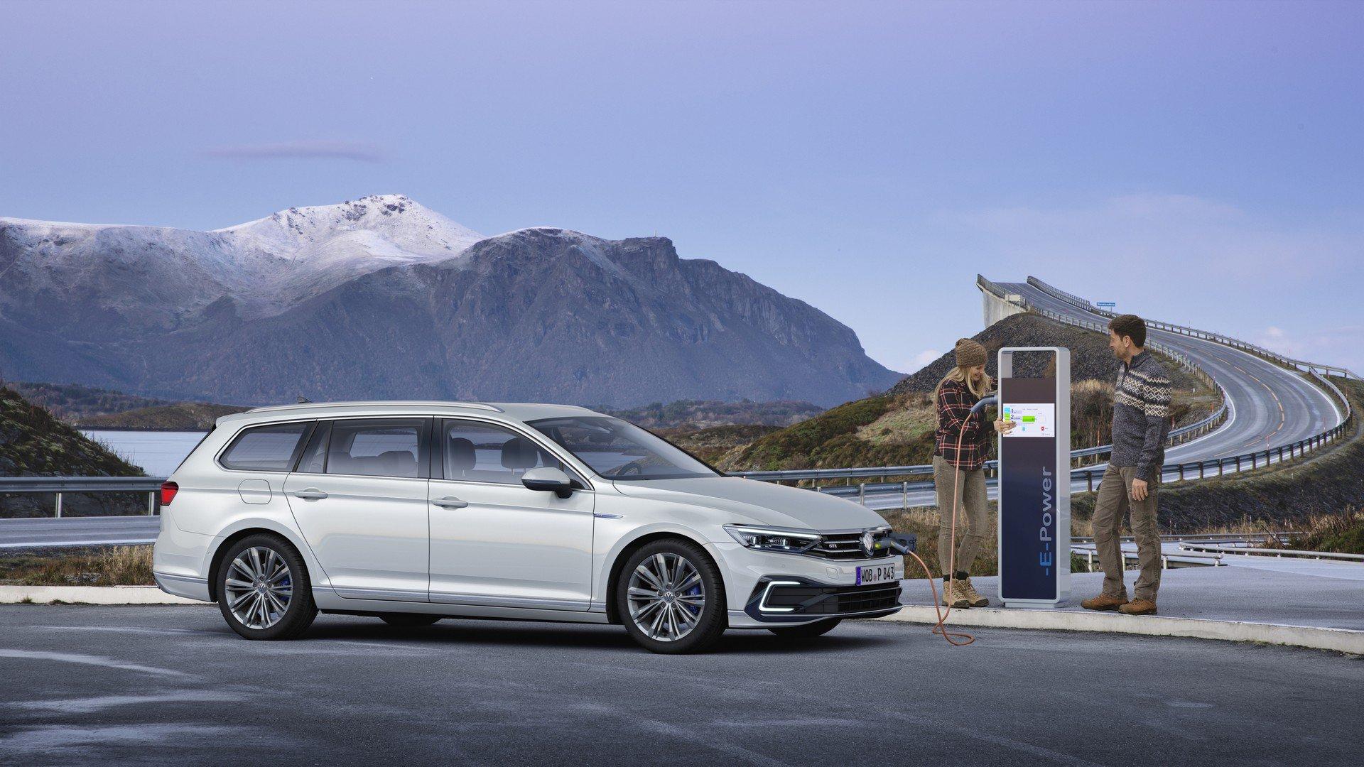 2020_VW_Passat_GTE_0002