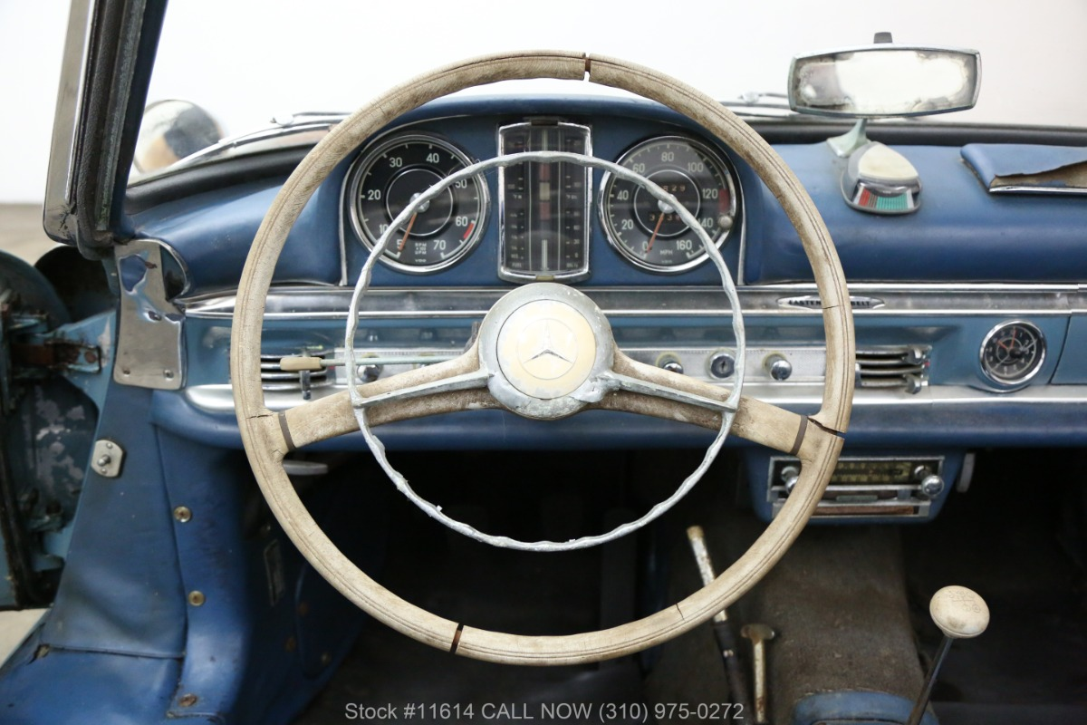 1961_Mercedes-Benz_300SL_Roadster_0027
