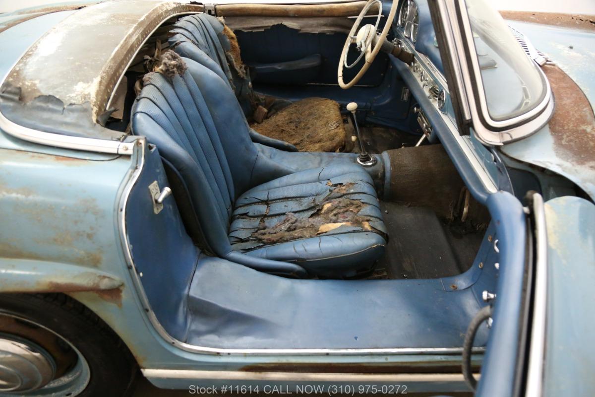 1961_Mercedes-Benz_300SL_Roadster_0029