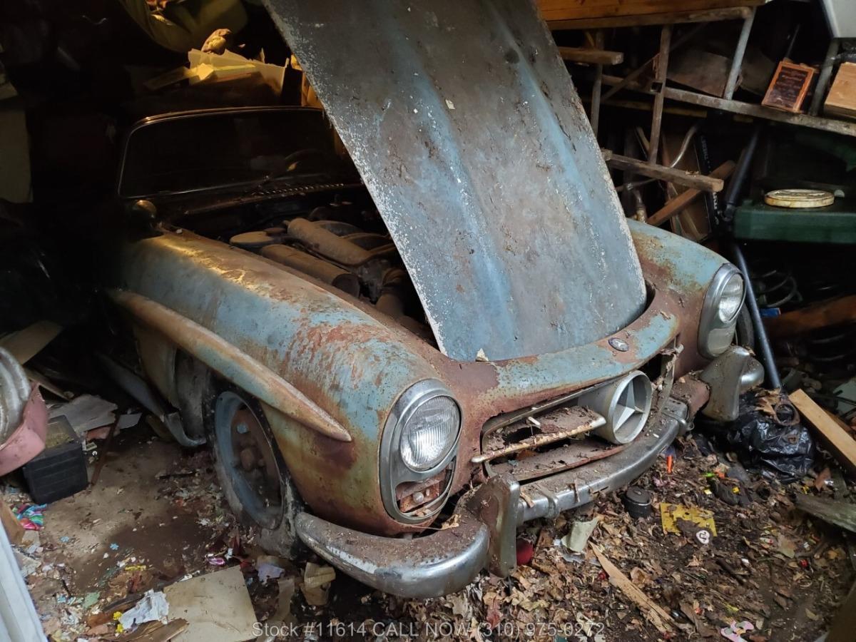 1961_Mercedes-Benz_300SL_Roadster_0058