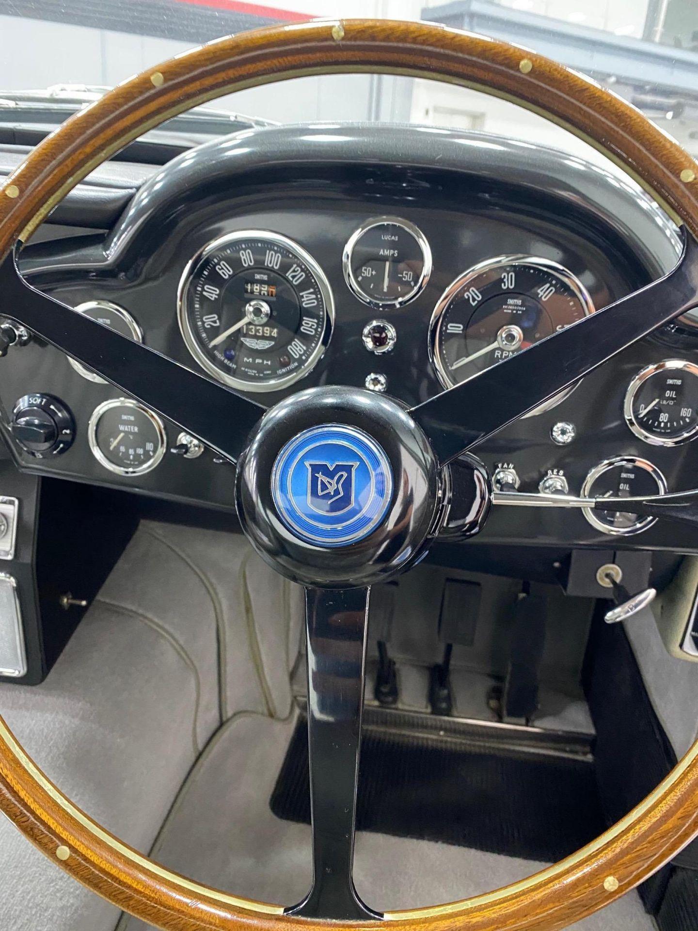 1963_Aston_MartinDB5_auction_0017